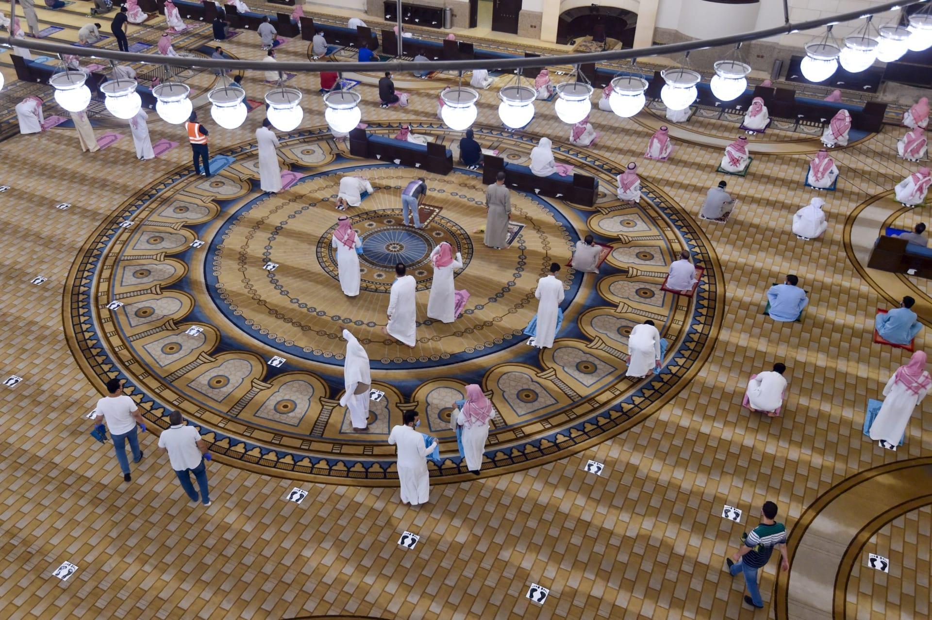 إغلاق 10 مساجد في السعودية بعد إصابة 18 ووفاة مؤذن جراء فيروس كورونا