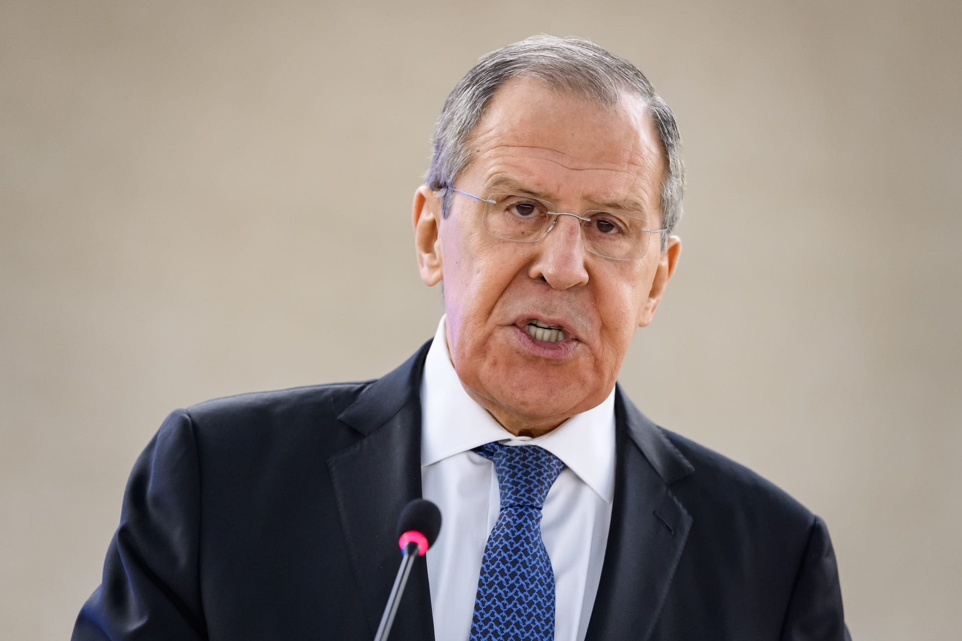 """لافروف: روسيا """"مستعدة"""" لقطع العلاقات مع الاتحاد الأوروبي إذا فرضت عقوبات جديدة"""