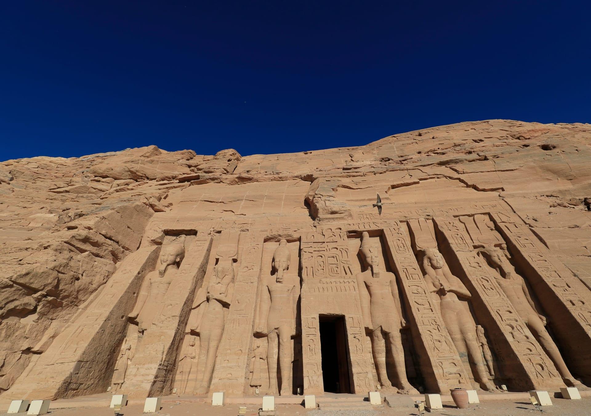 معبد نفرتاري في أبو سمبل