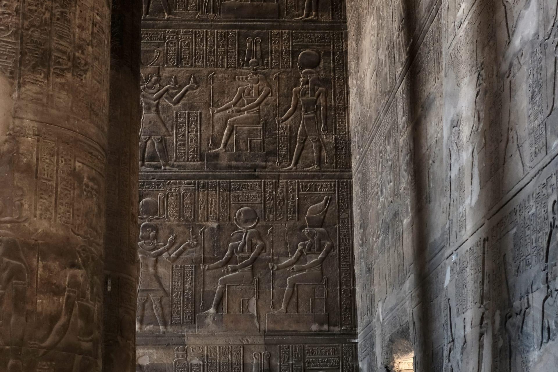 معبد إسنا في مصر