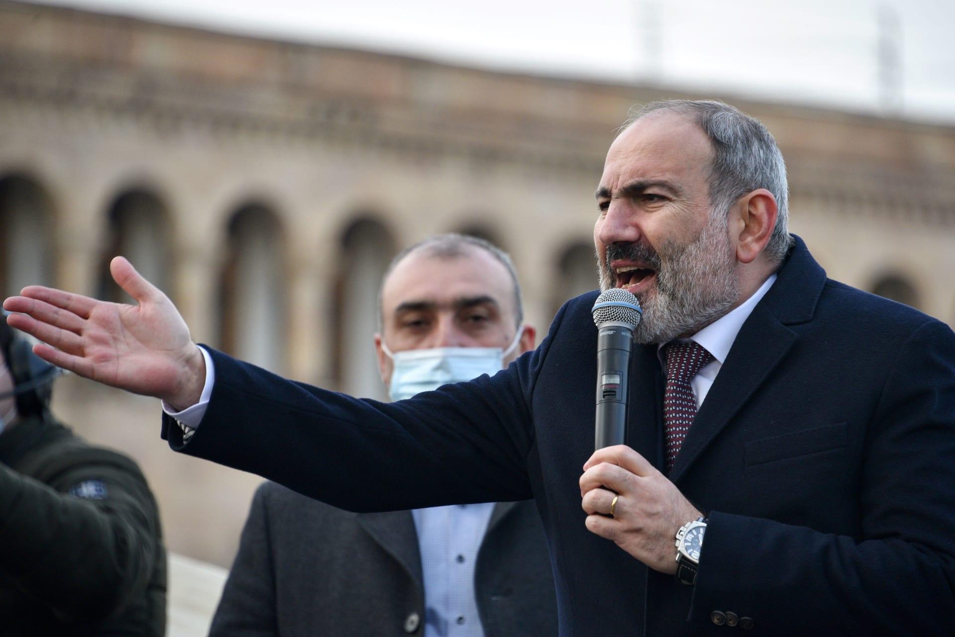 """الجيش الأرميني يطالب رئيس الحكومة بالاستقالة.. وباشينيان: محاولة """"انقلاب عسكري"""""""