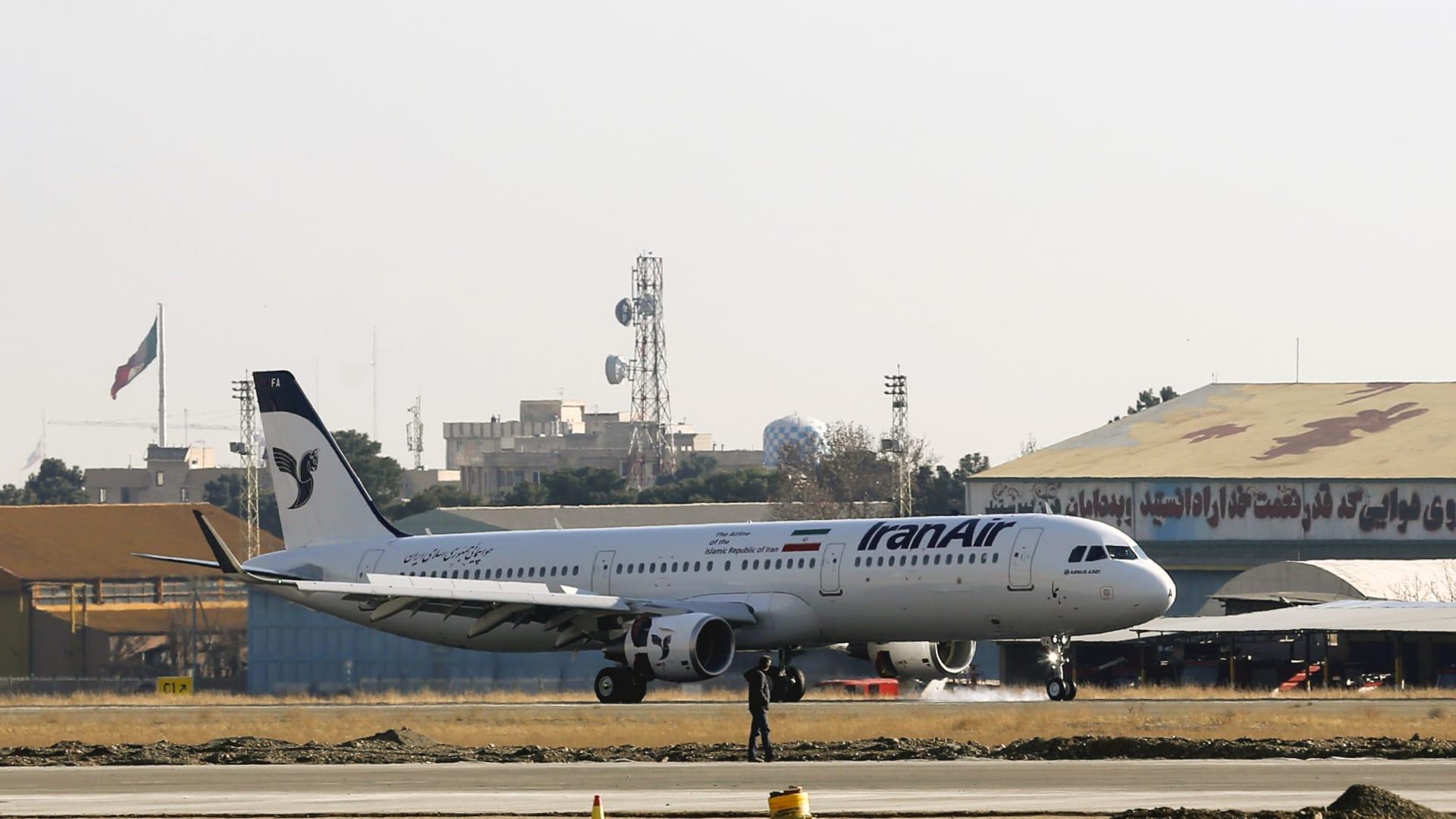 إيران: إحباط محاولة اختطاف طائرة ركاب.. ومنفذ المؤامرة كان يعتزم الهبوط في دولة خليجية