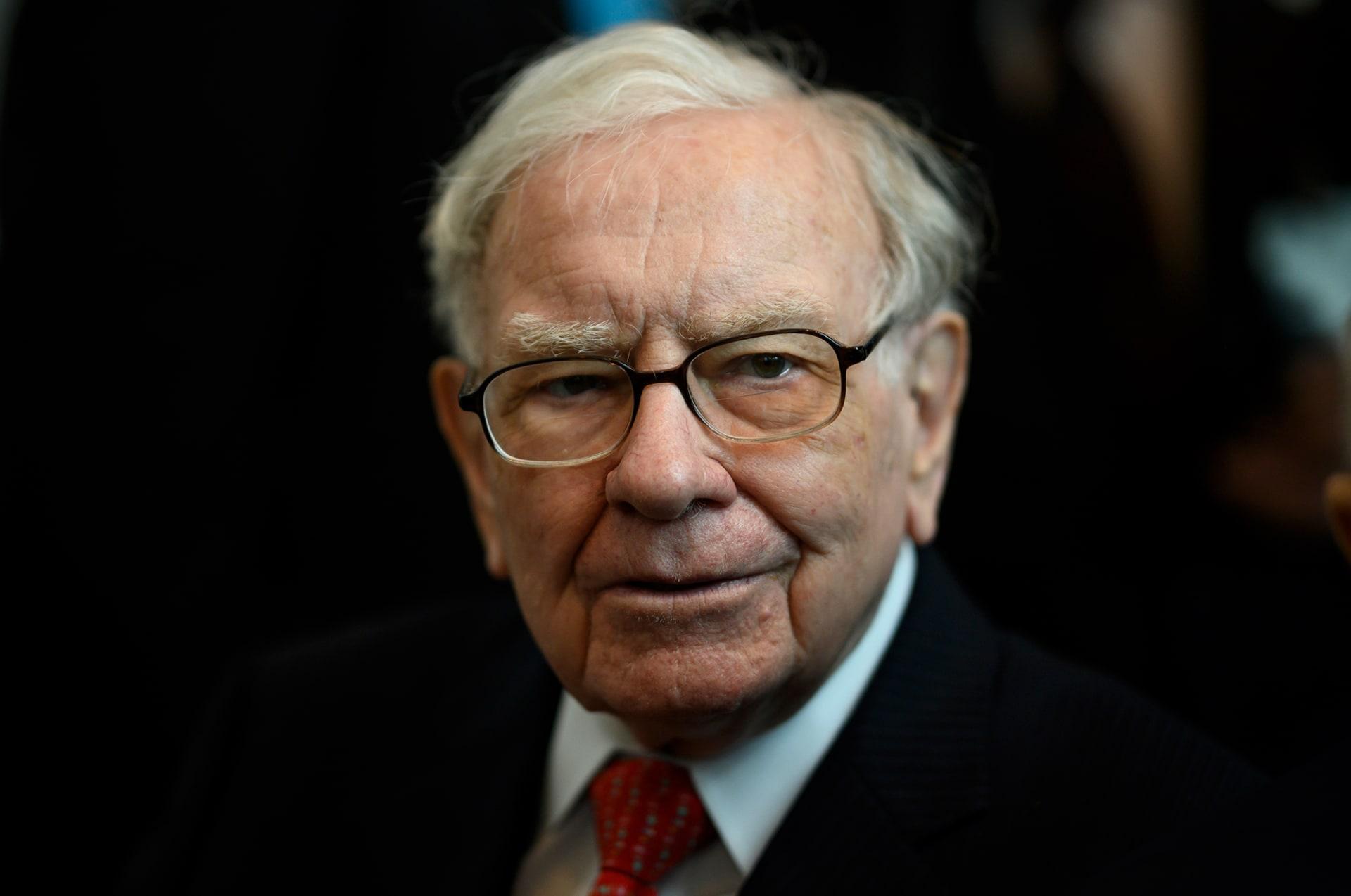 بثروة تبلغ 100 مليار دولار.. وارن بافيت يصبح سادس أغنى رجل في العالم