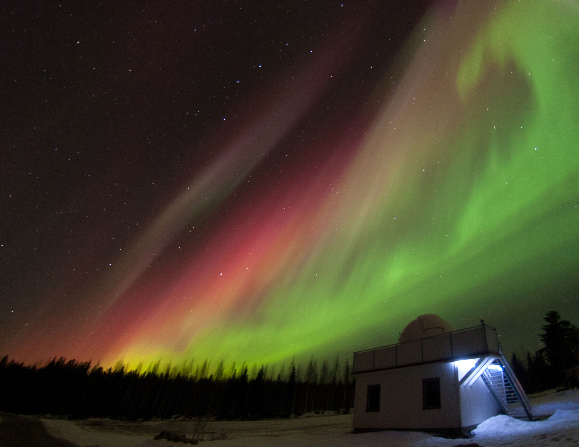 يدعي العديد من الأشخاص سماع أصوات ناتجة من الشفق القطبي.. ما حقيقة تلك الأصوات؟