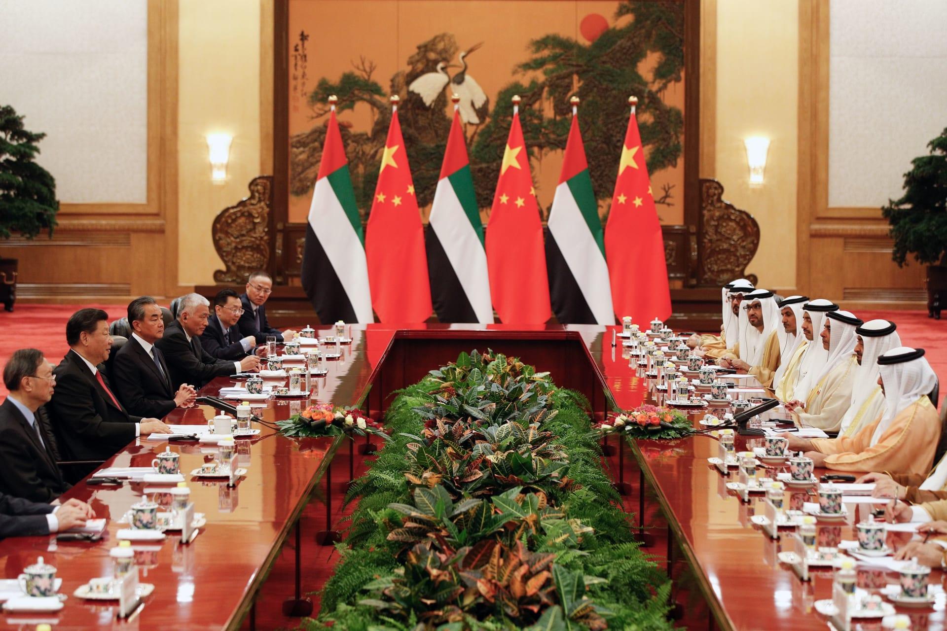 محمد بن زايد يبحث مع وزير خارجية الصين سبل توسيع الشراكة بين البلدين