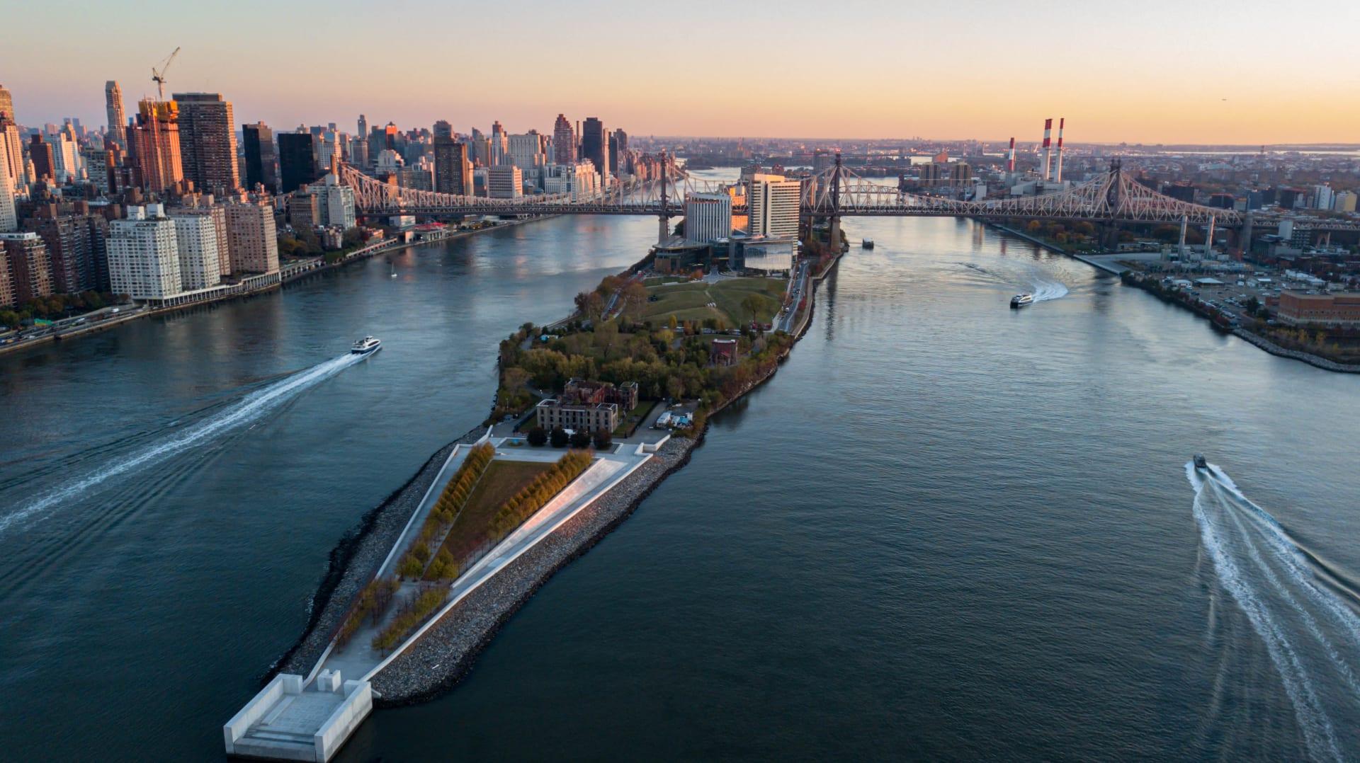 رغم ماضيها المظلم..جزيرة في نيويورك تفتتح أول فندق على أرضها