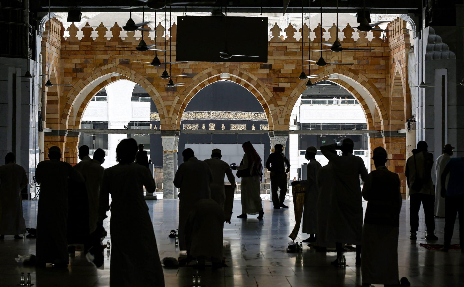 السلطات السعودية تعلن القبض على شخص ردد عبارات مؤيدة لتنظيم داعش في الحرم المكي