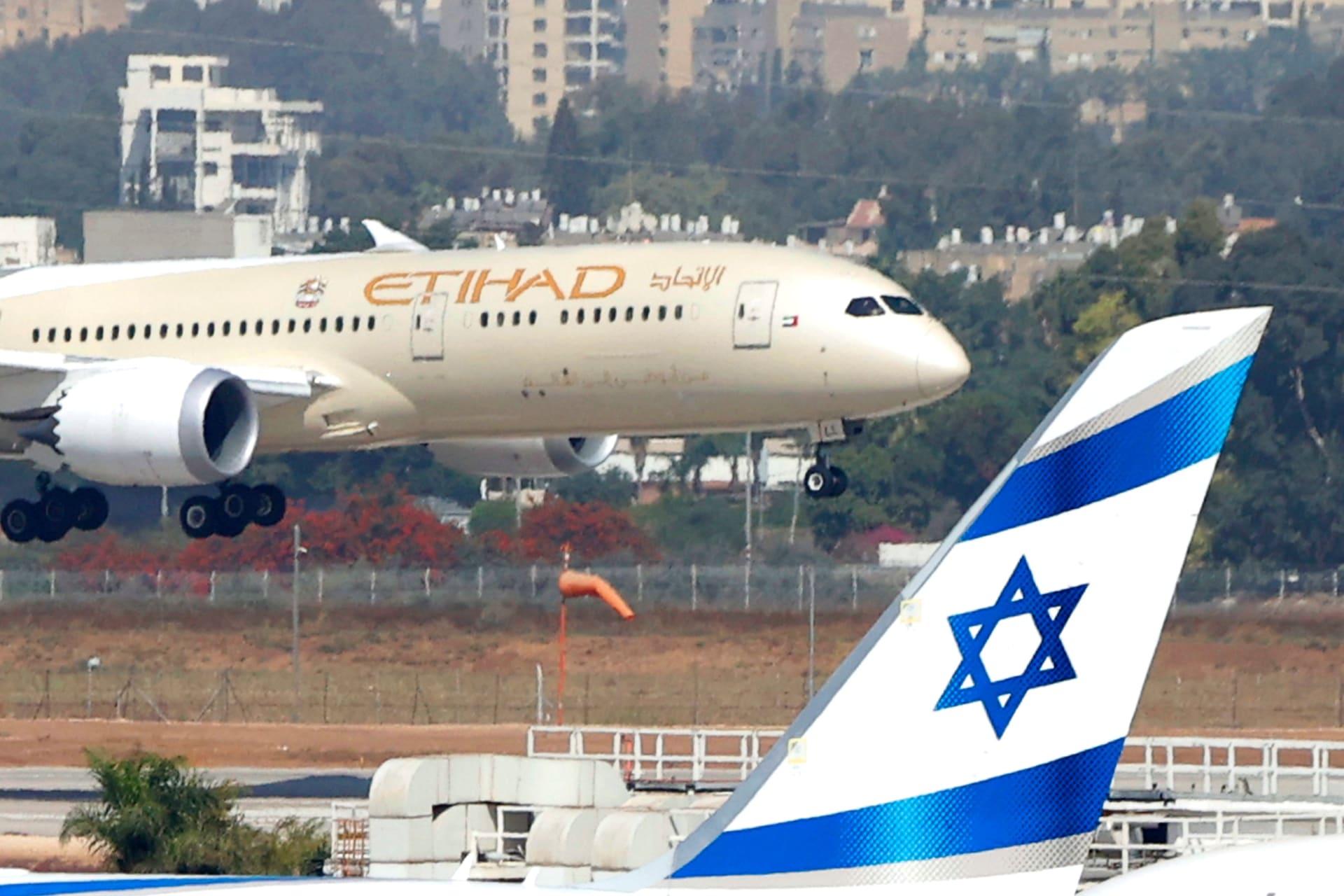 الاتحاد للطيران تٌسير أول رحلة منتظمة بين أبوظبي وتل أبيب.. والكشف عمن كان على متنها