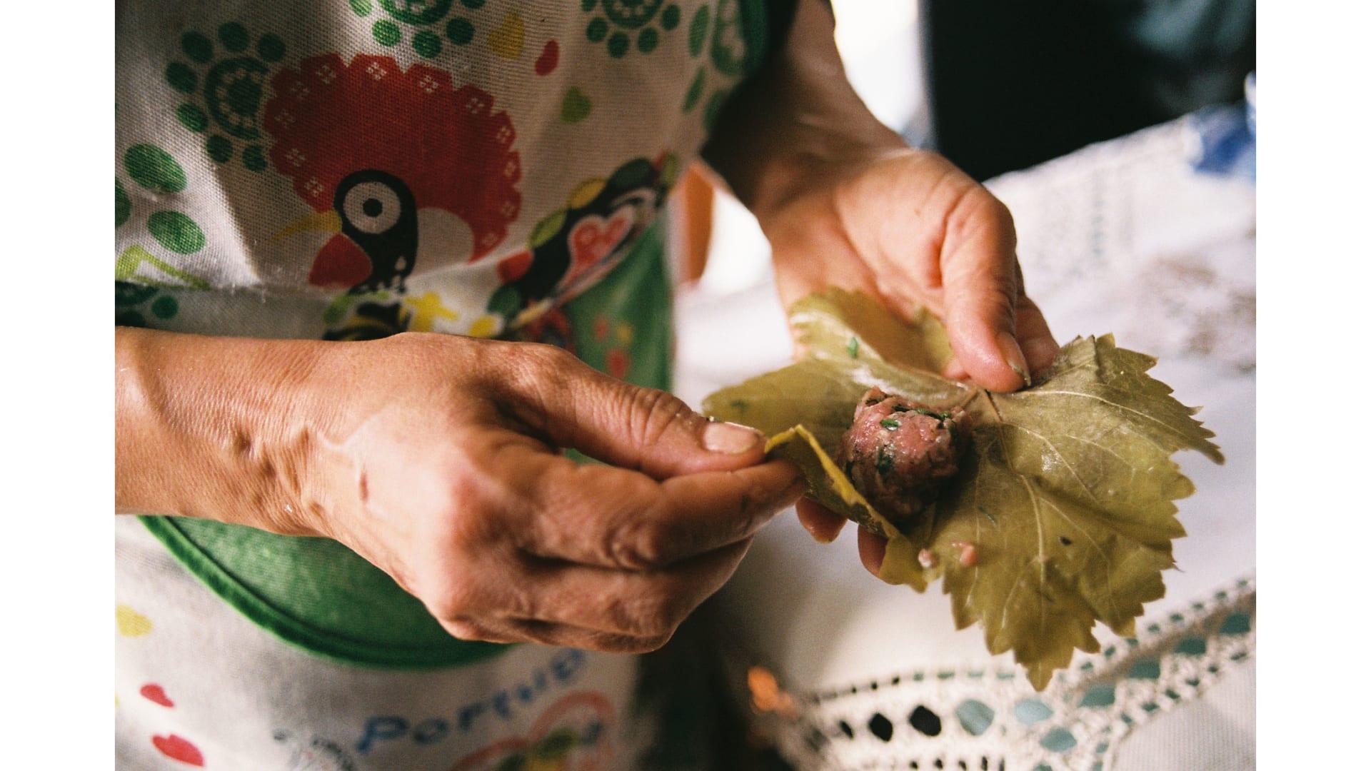 داخل مطابخ الجدات.. رحلة حول العالم تبحث عن أفضل الوصفات
