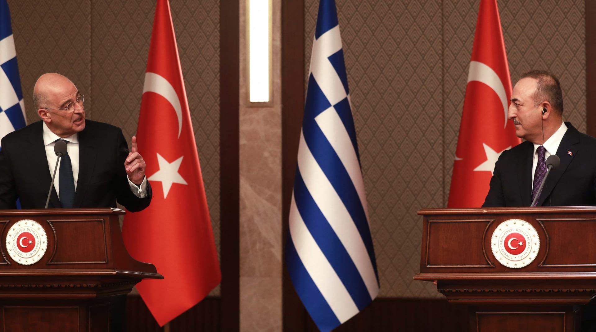 """""""أتيت إلى هنا لتهاجم بلدي"""".. اشتباك كلامي بين وزيري خارجية تركيا واليونان في مؤتمر بأنقرة"""