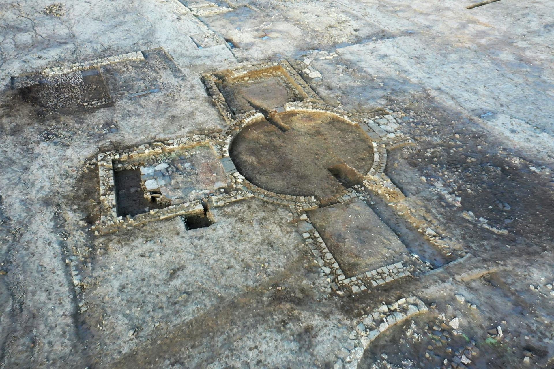 اكتشاف نادر بإنكلترا.. العثور على فيلا رومانية تتمتع بمكانة عالية وحمام قديم