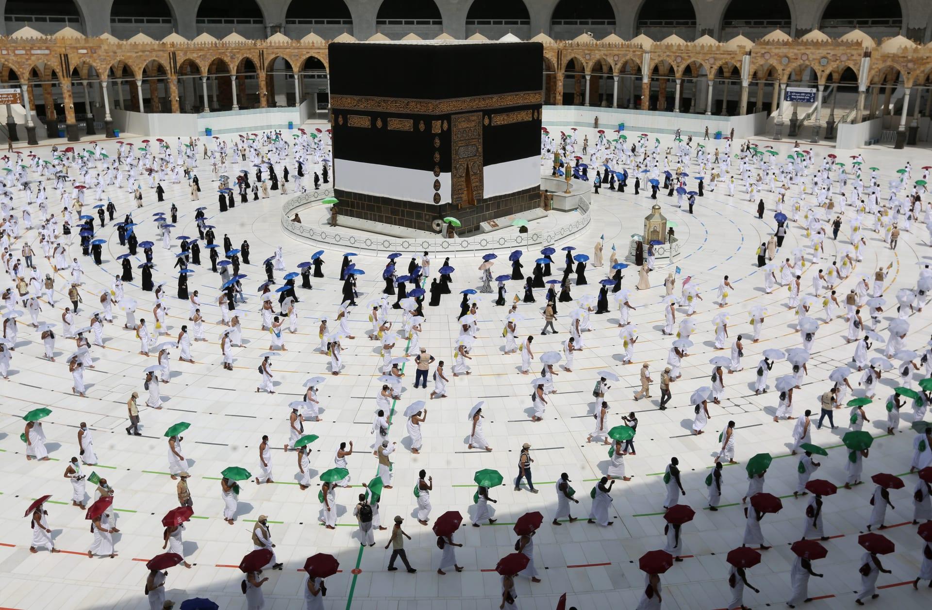 السعودية.. الداخلية تنشر صورة لسيدة من الأمن العام في الحرم المكي