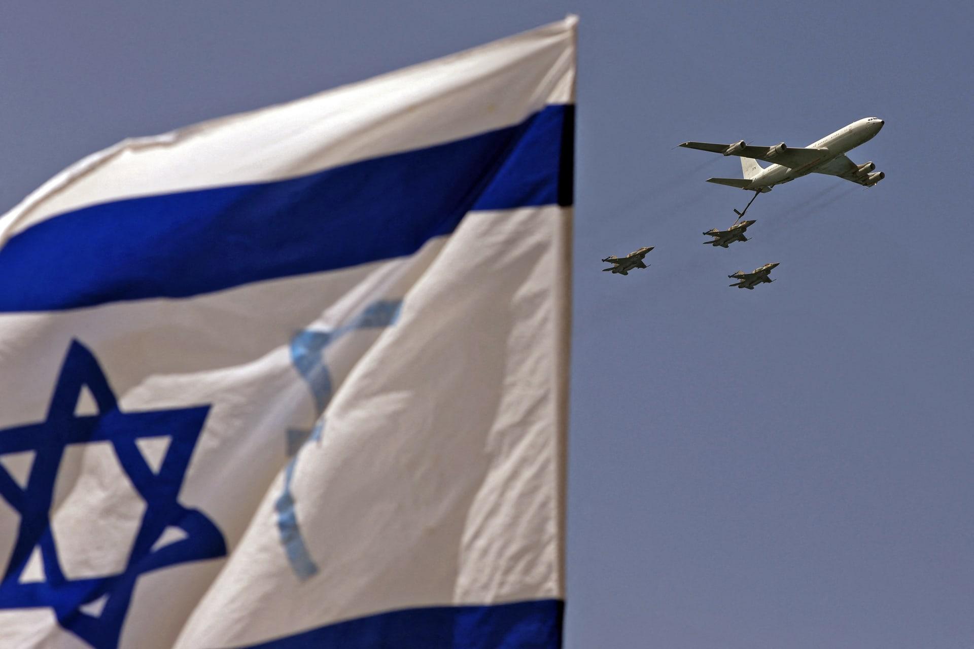 إسرائيل تُعلن ضرب مواقع لحماس في غزة بعد إطلاق قذائف صاروخية