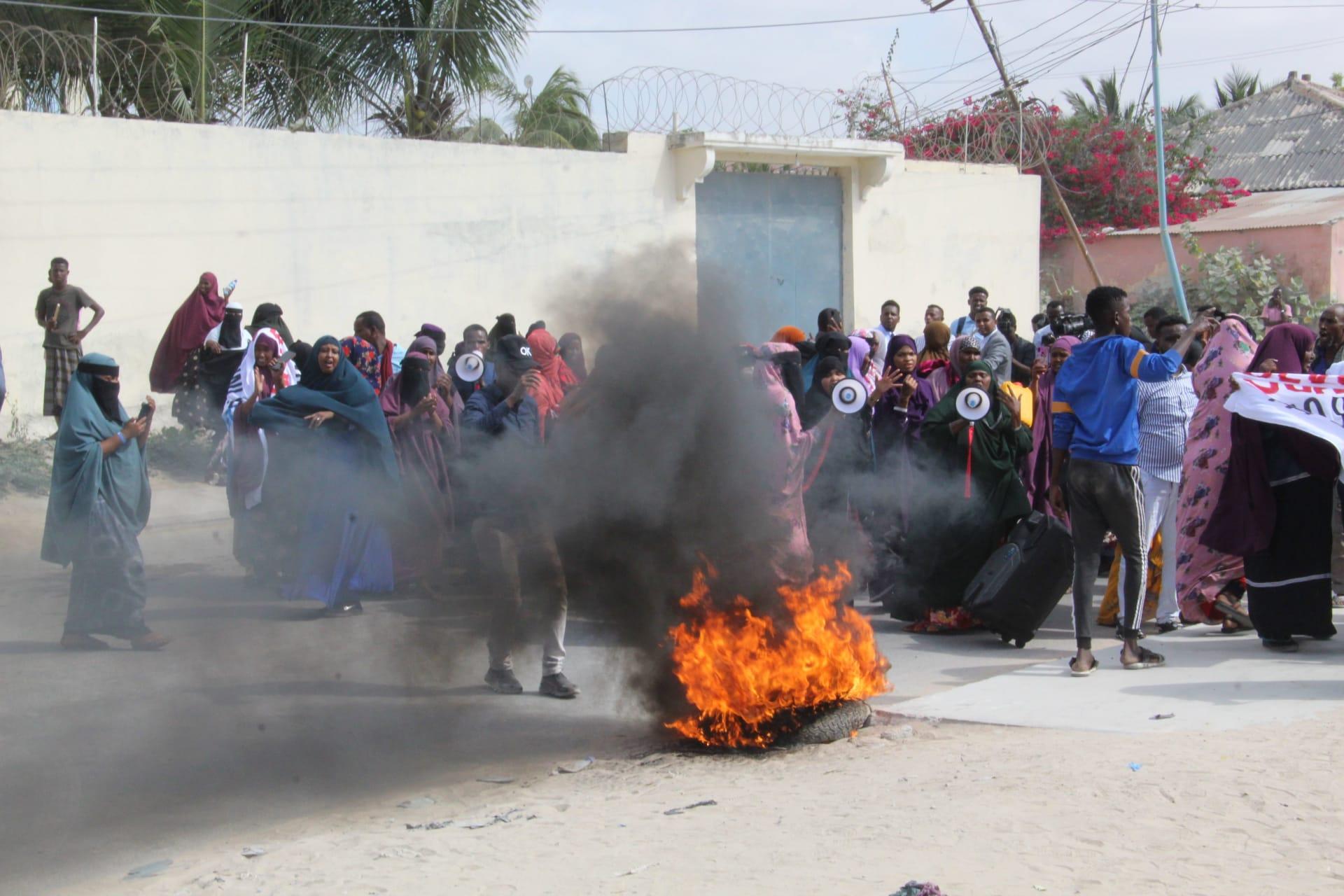 الصومال: اشتباكات واسعة النطاق في مقديشو مع احتجاجات المعارضة على تمديد ولاية فارماجو