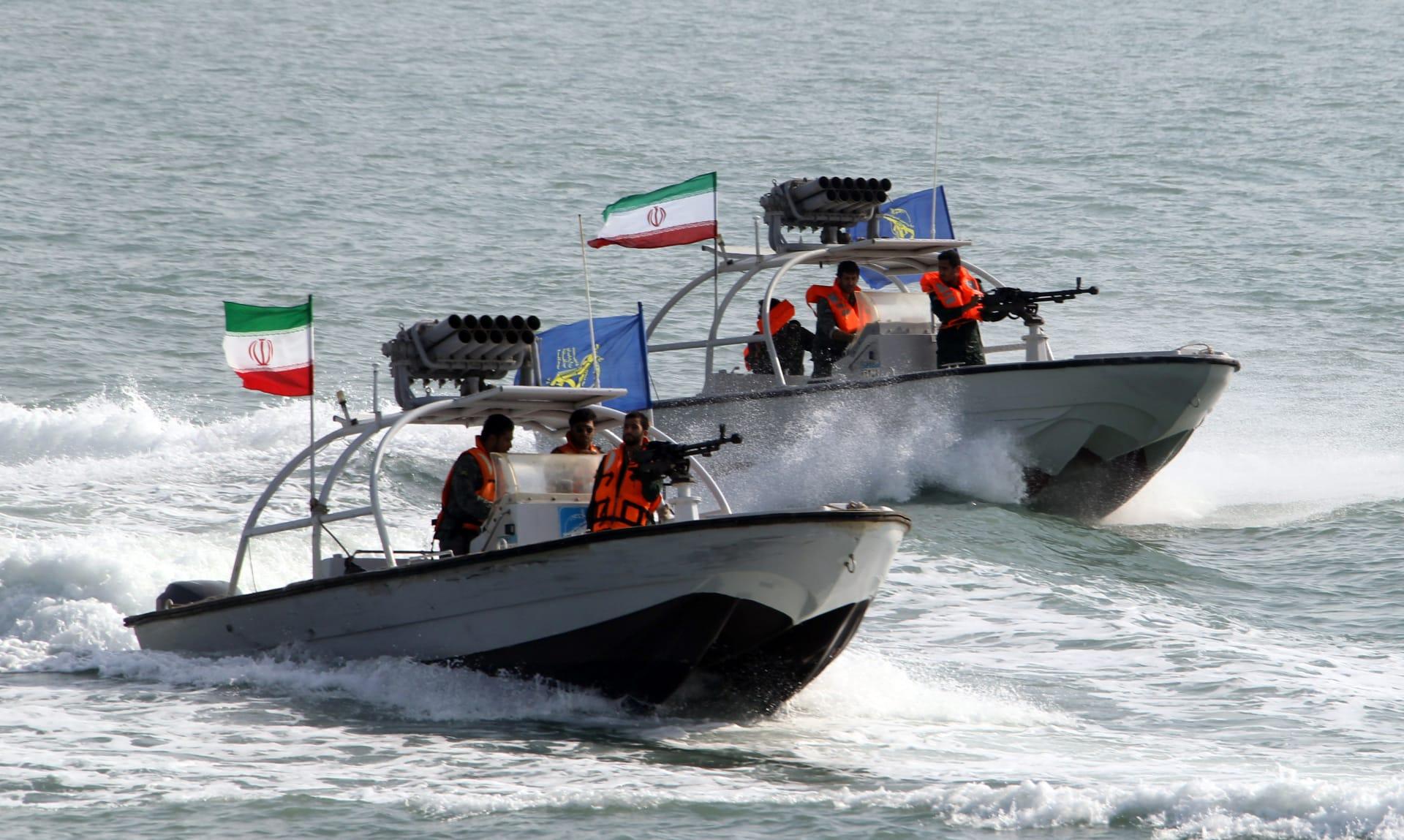 سفن إيرانية تتحرش بزوارق أمريكية في الخليج لمدة 3 ساعات رغم تحذيرات متكررة