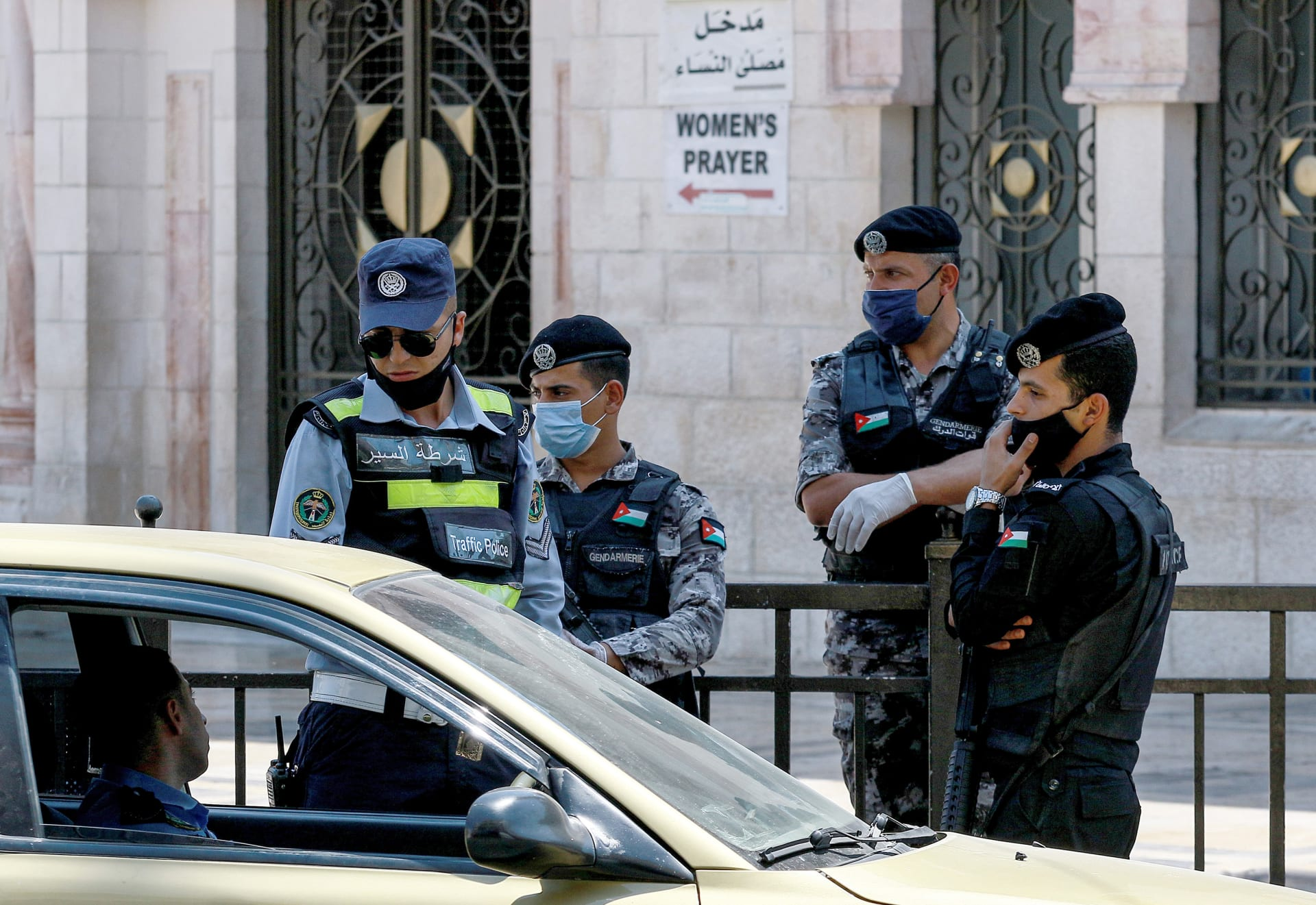 الأردن يرفع حظر الجمعة الشامل ويبقي على الجزئي خشية الموجة الثالثة