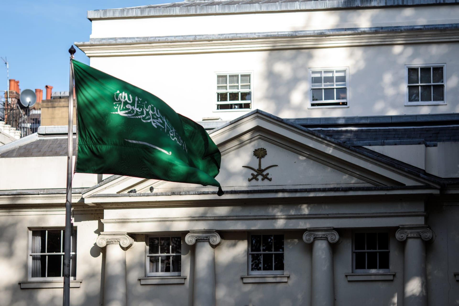 اعتقال ثلاثة أشخاص بعد اندلاع حريق في مقر إقامة السفير السعودي في لندن