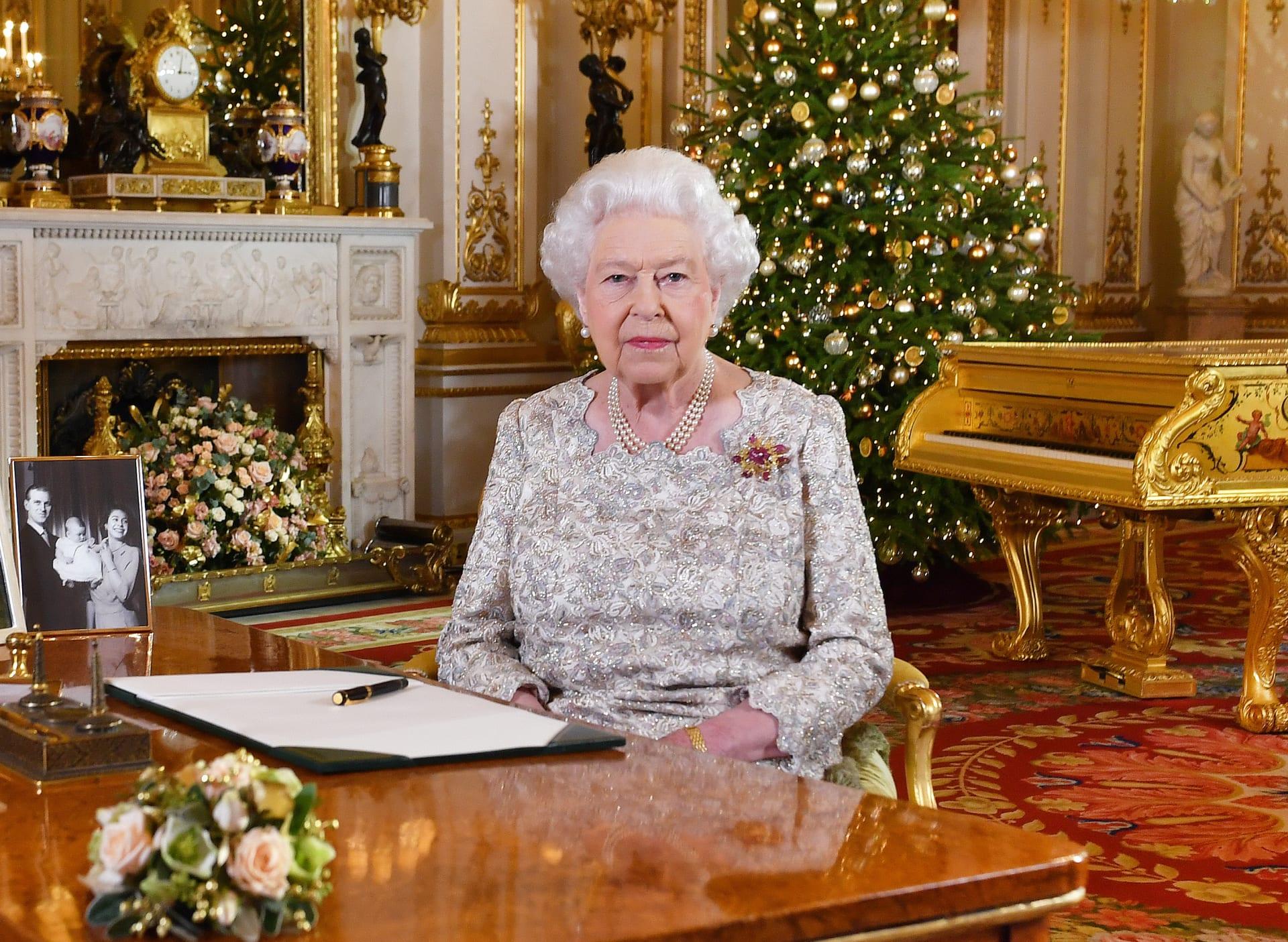 """وحدة تحكم """"نينتندو"""" مطلية بالذهب ومصنوعة من أجل الملكة إليزابيث معروضة للبيع"""