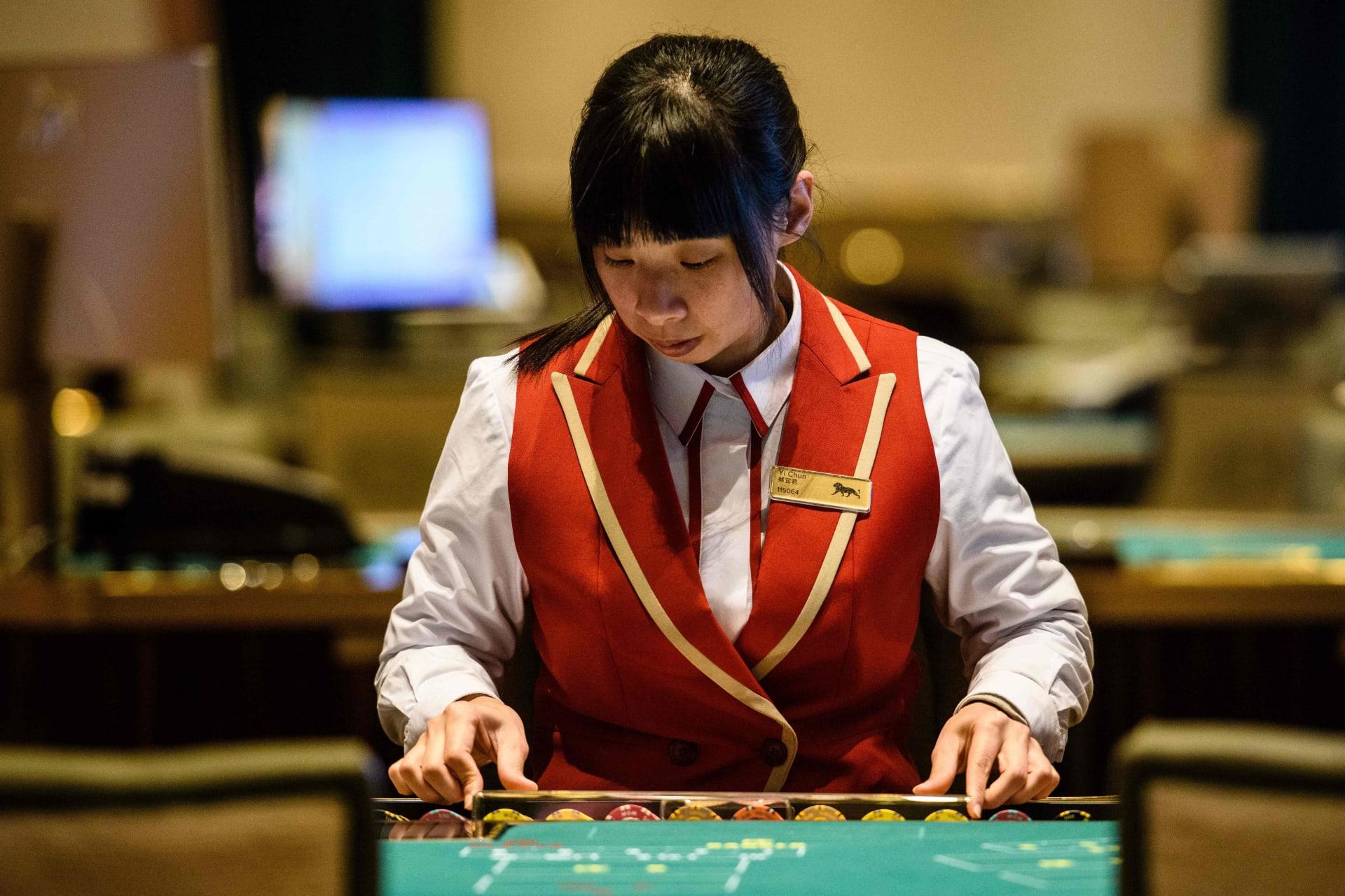 زيادة عائدات المقامرة في ماكاو 11 ضعفًا في أبريل عقب تخفيف قيود سفر الصينيين