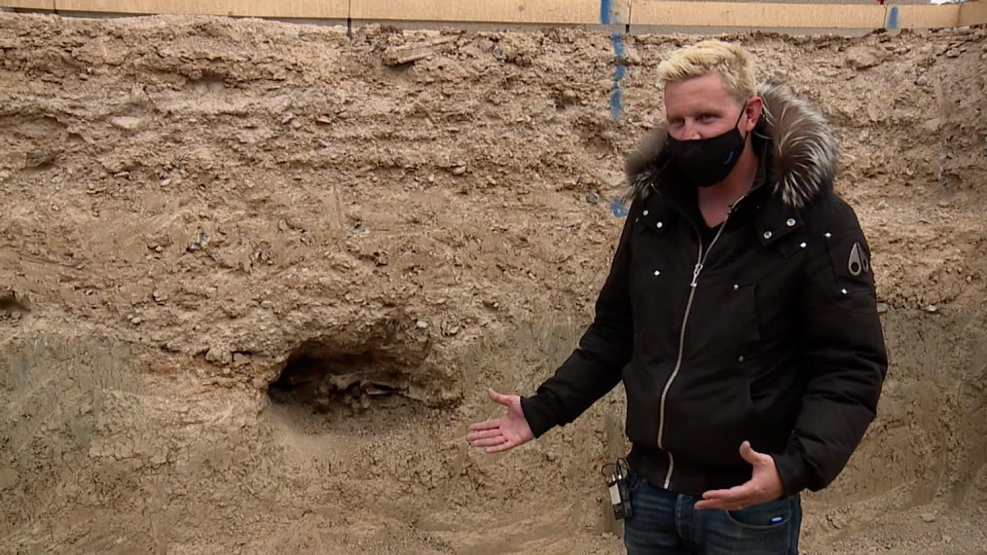 اكتشاف لأحفورة من العصر الجليدي يحول حمام السباحة الجديد لثنائي بأمريكا إلى موقع حفر