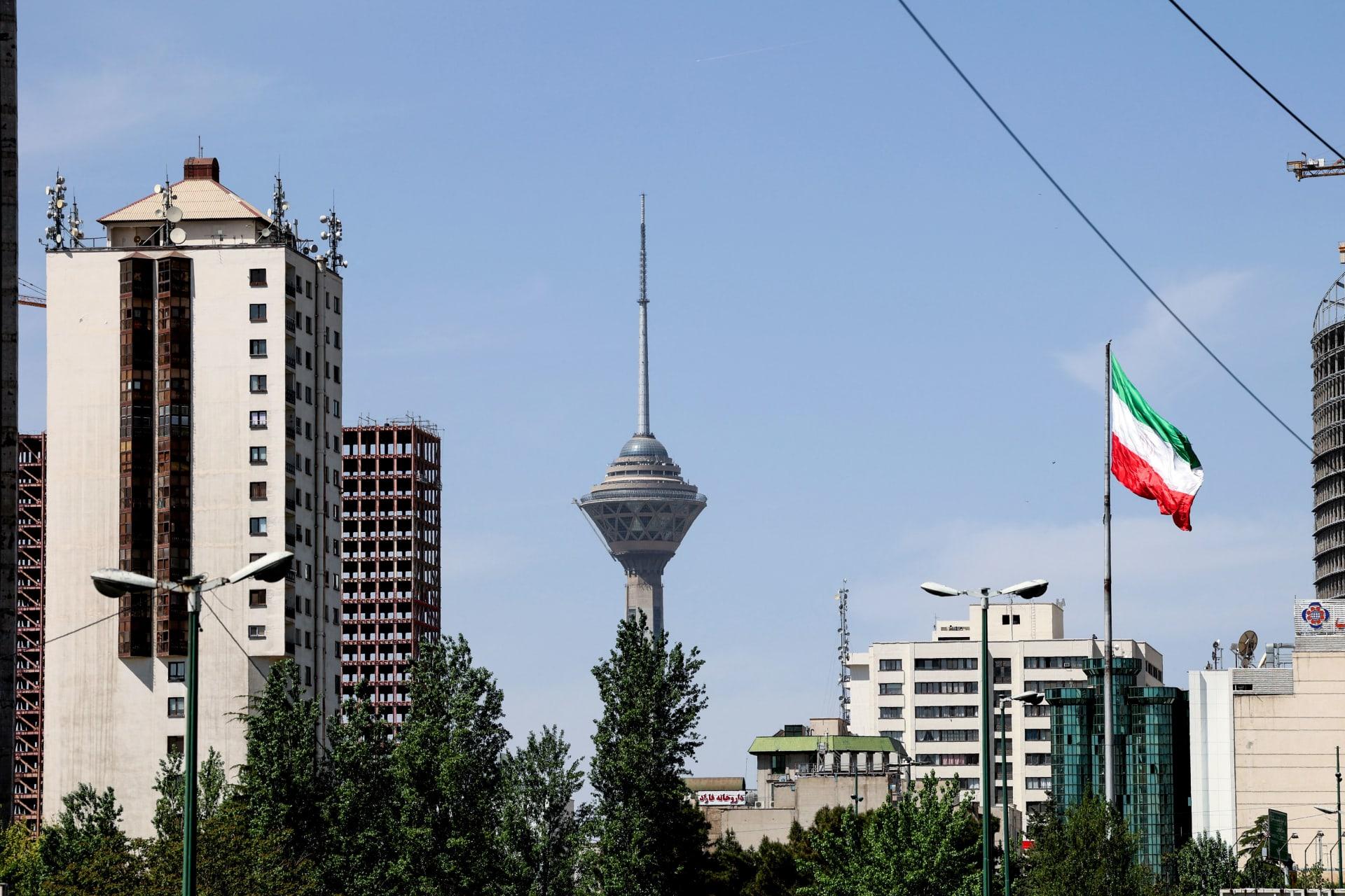 إيران: مصرع موظفة بالسفارة السويسرية سقطت من برج سكني.. والشرطة تحقق