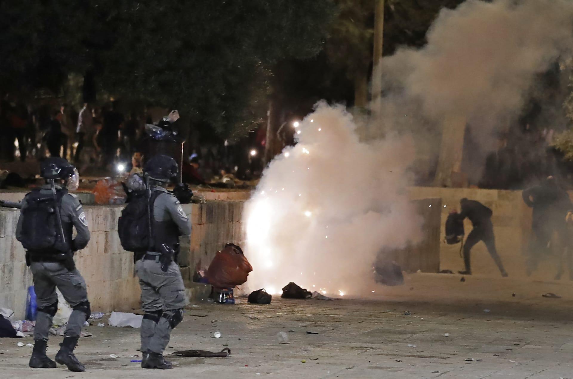 تجدد المواجهات بالقدس بين فلسطينيين والشرطة الإسرائيلية في نطاق المسجد الأقصى