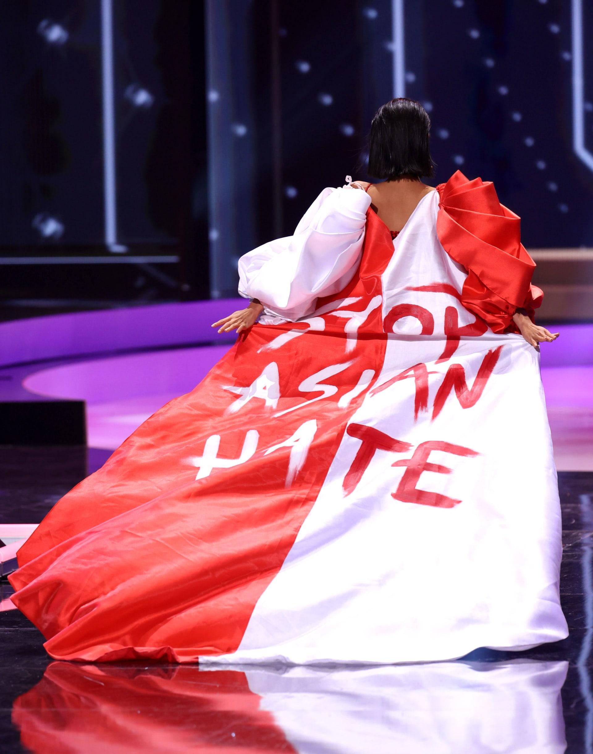 """بالملابس واللافتات..متسابقات """"ملكة جمال الكون"""" يكشفن عن رسائل احتجاج سياسية"""