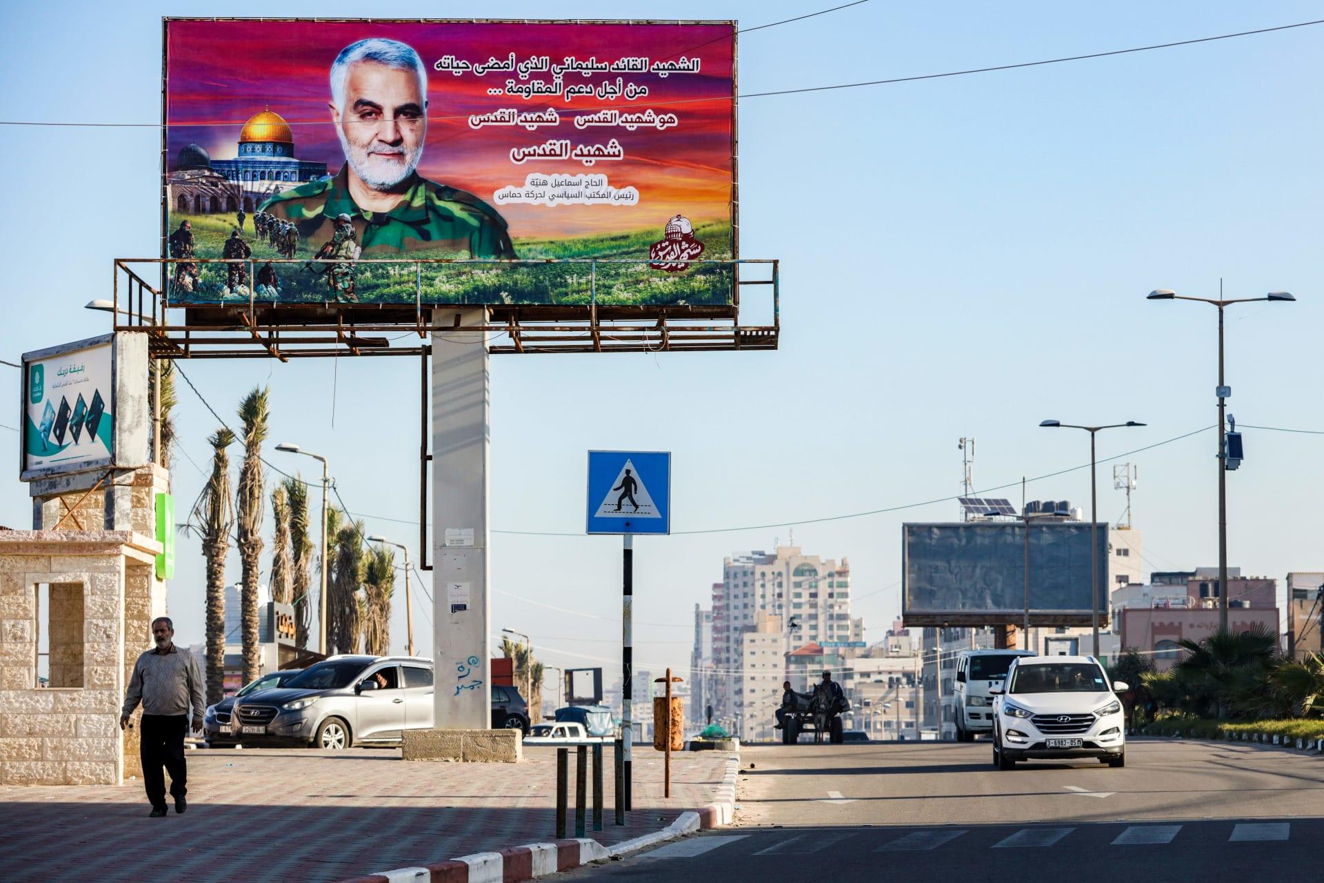 صورة أرشيفية من قطاع غزة للافتة عليها صورة قاسم سليماني
