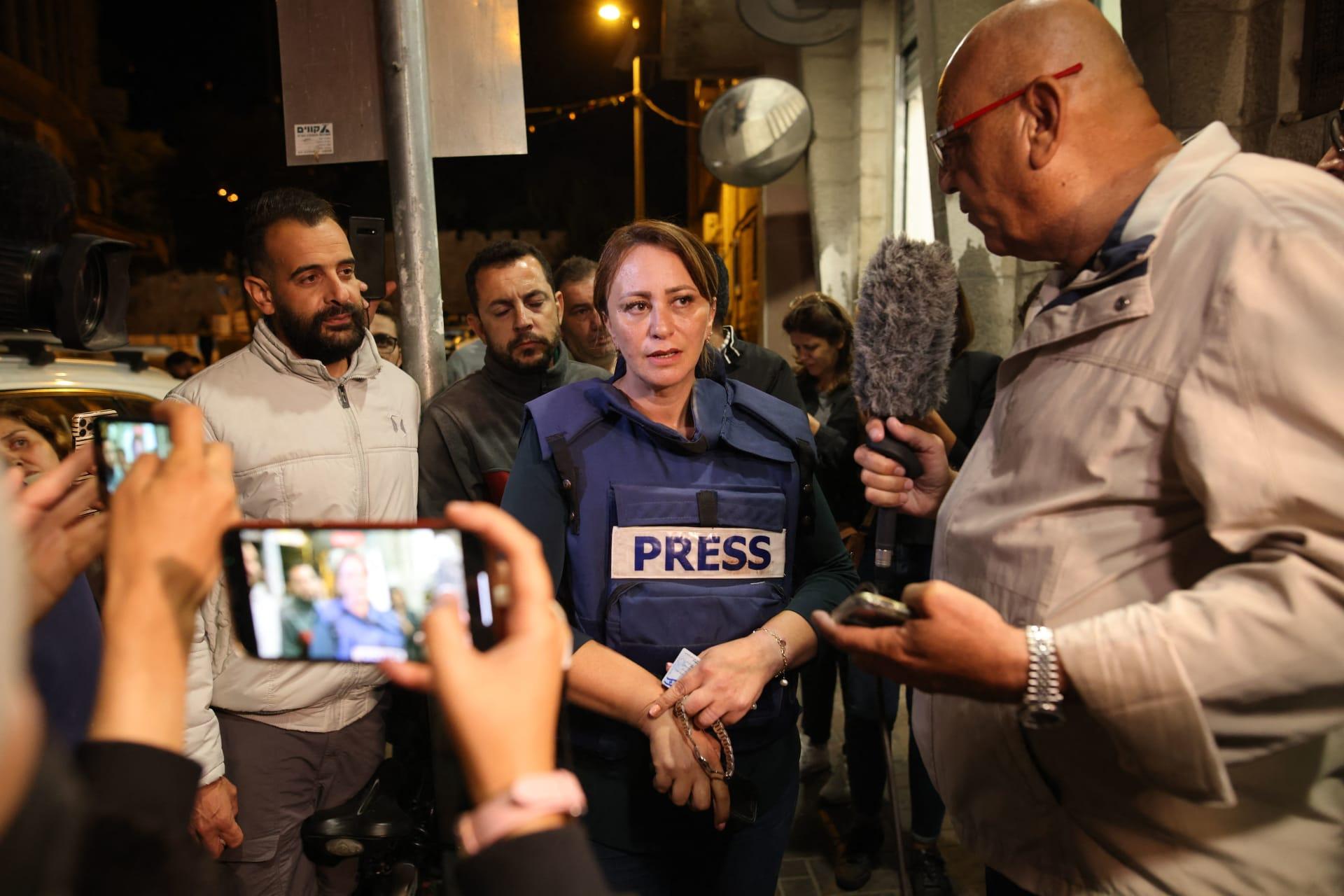 عمرو أديب يُعلق على اعتقال مراسلة الجزيرة جيفارا البديري: ناس ما عندهاش أخلاق ولا إحساس