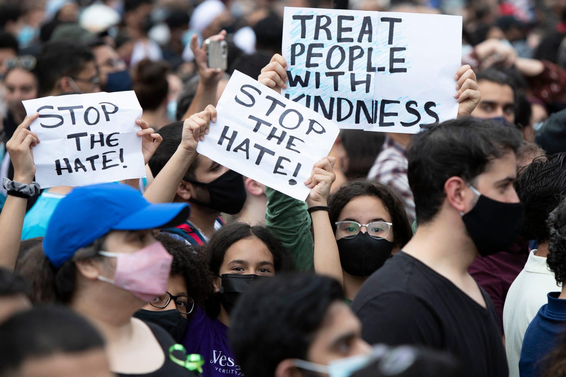 ترودو يشارك في وقفة احتجاجية بعد مقتل أسرة مسلمة دهسًا