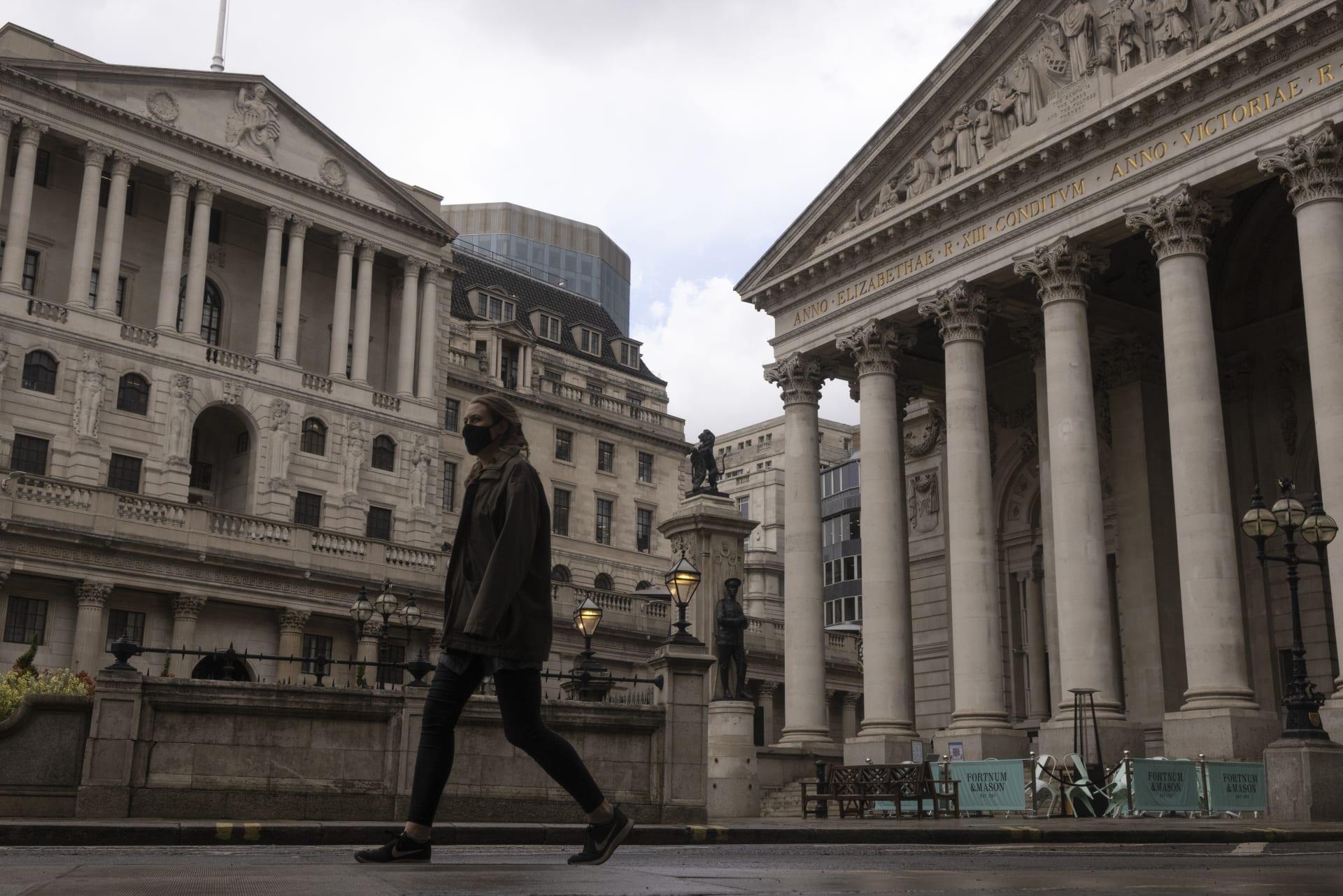 وسائل إعلام بريطانية: رفع قيود الإغلاق قد يتأخر لمدة تصل إلى 4 أسابيع