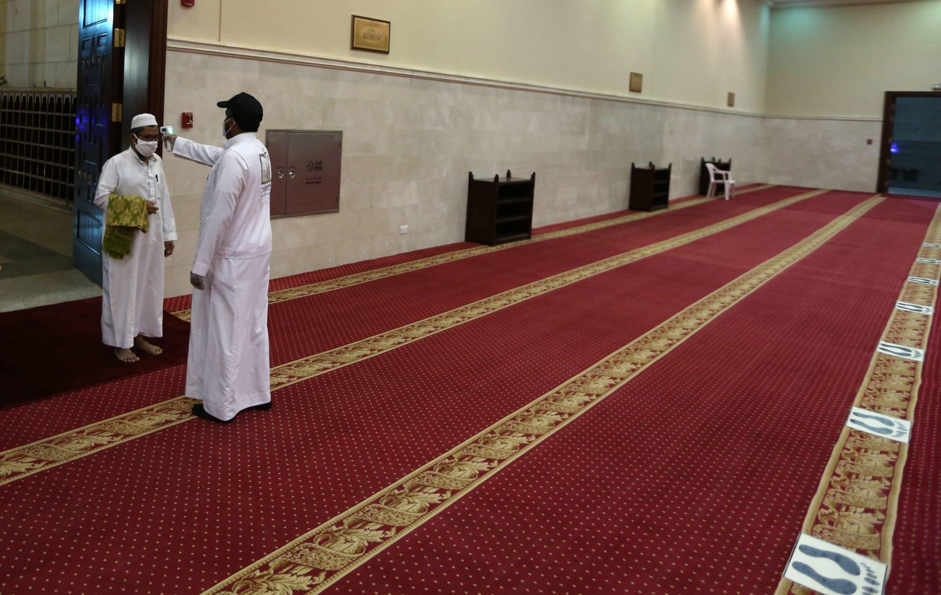 السعودية تسمح بصلاة الجنائز في الجوامع والمساجد.. وتحدد الاشتراطات
