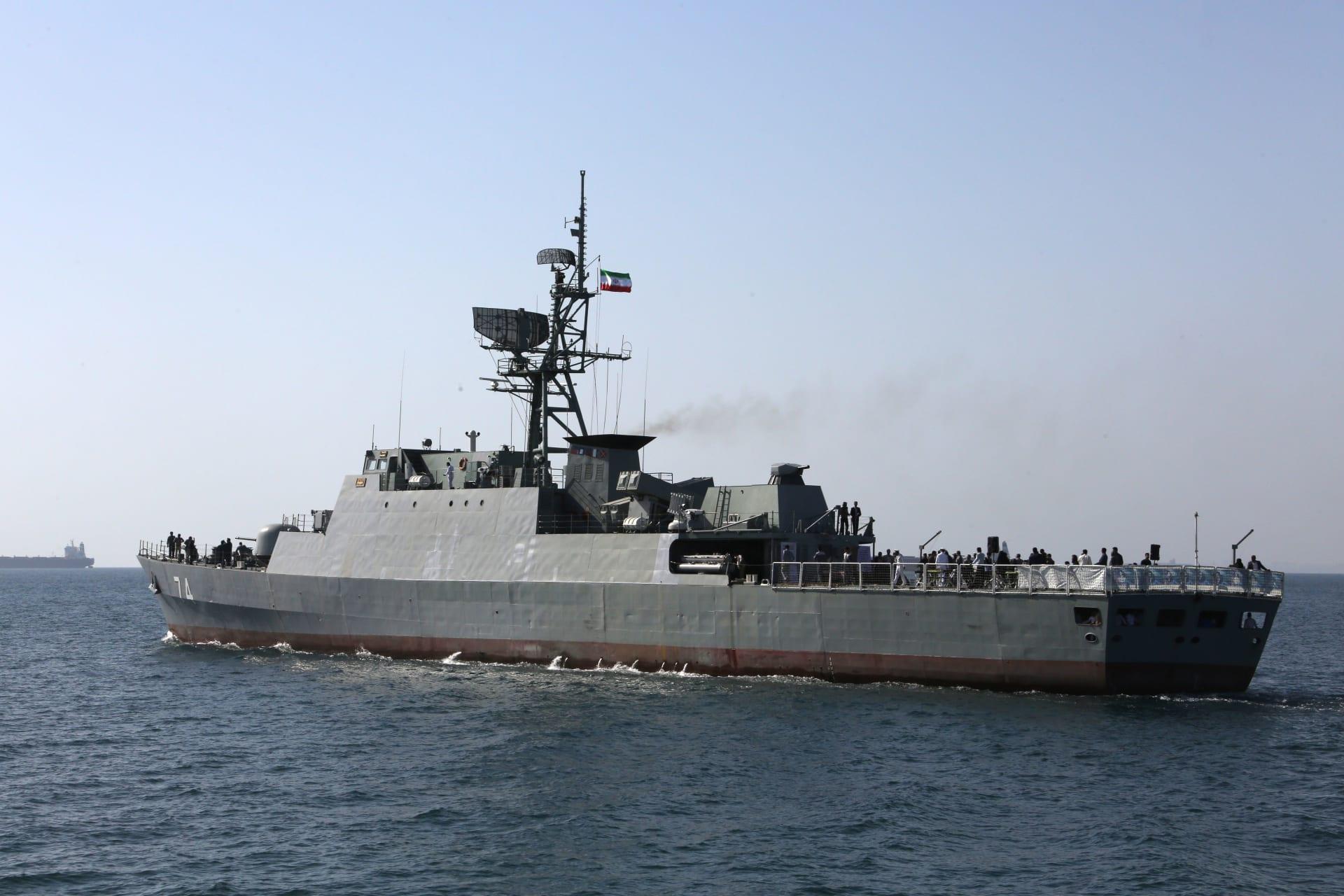 سفينة حربية تابعة للبحرية الإيرانية في مضيق هرمز، في 30 أبريل 2019 - صورة أرشيفية