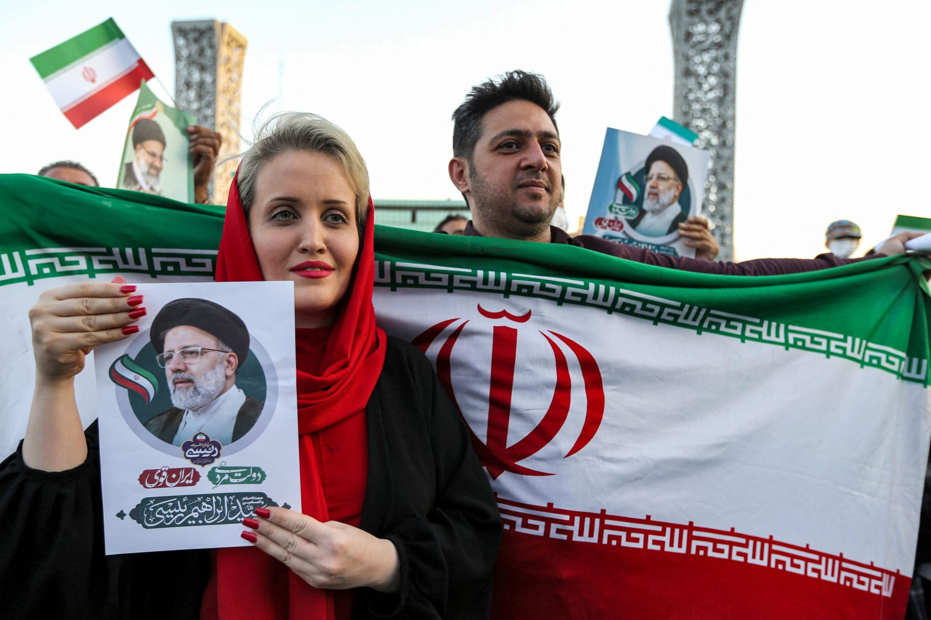 إيرانيون يحتفلون بفوز إبراهيم رئيسي