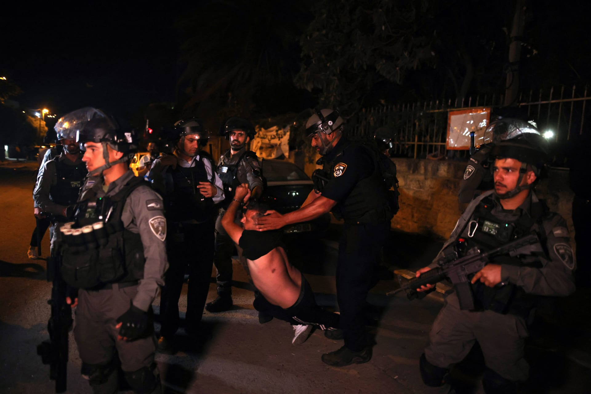 تجدد المواجهات في حي الشيح جراح.. وحماس تدعو إلى التصعيد وتحذر إسرائيل