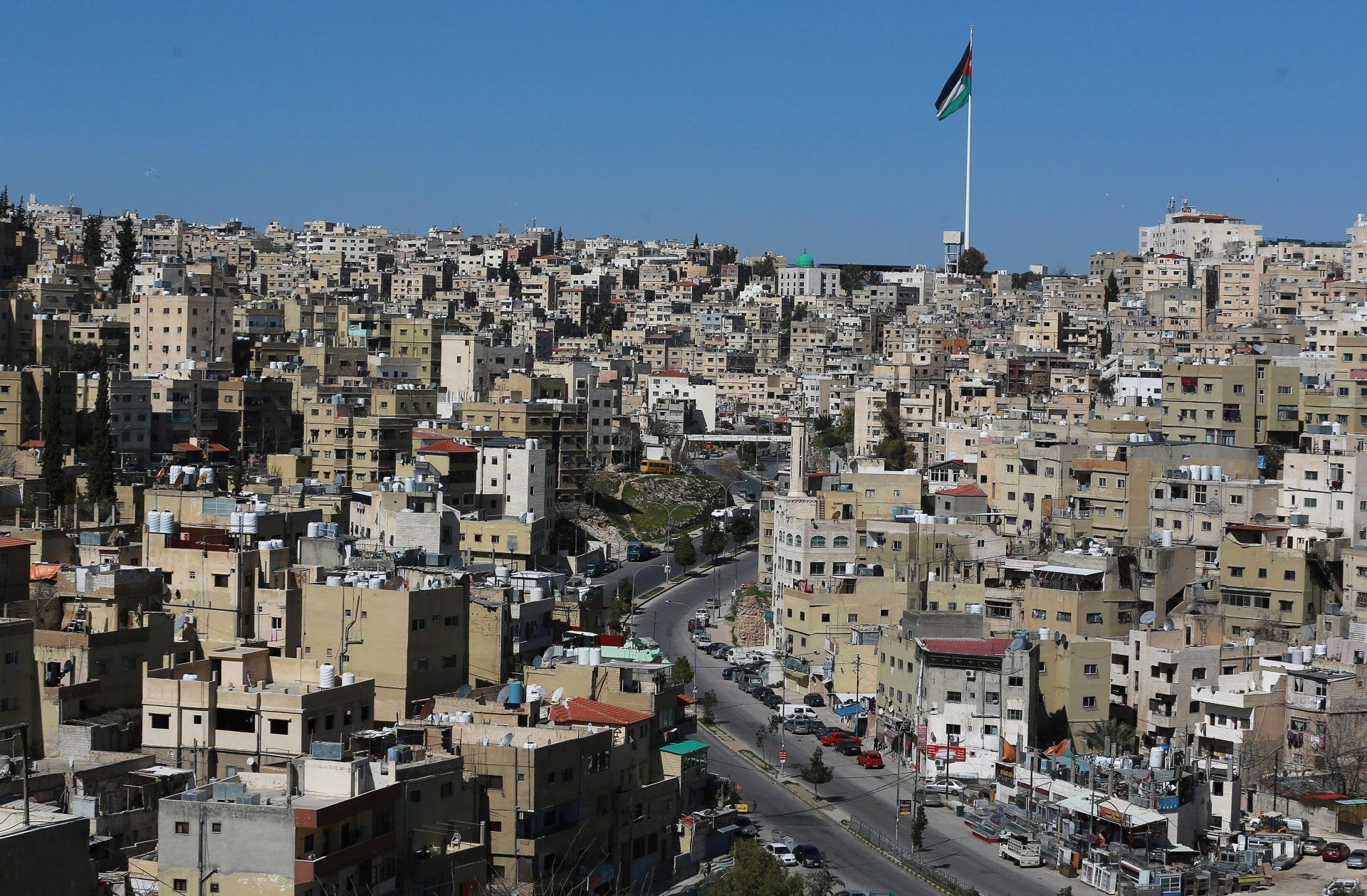 علم الأردن يرفرف في العاصمة عمان