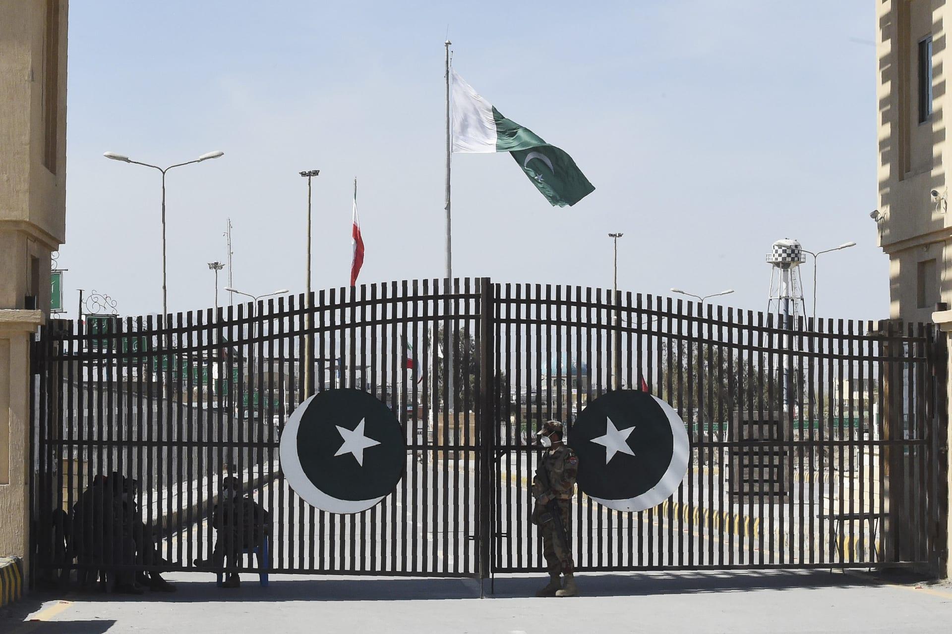 صورة أرشيفية من معبر حدودي بين باكستان وإيران