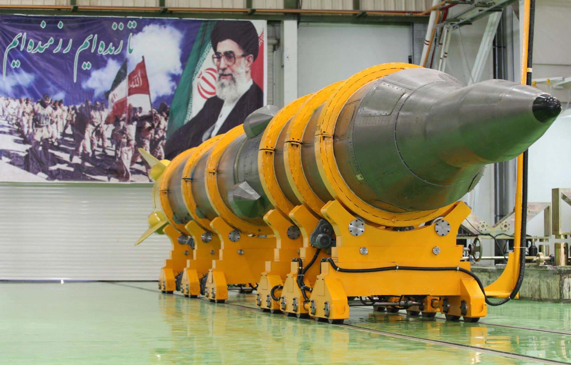 صورة تُظهر الصاروخ الجديد أرض-أرض متوسط المدى، المسمى Sejil-2، في مكان غير معروف في إيران قبل تجربته في 20 مايو 2009.