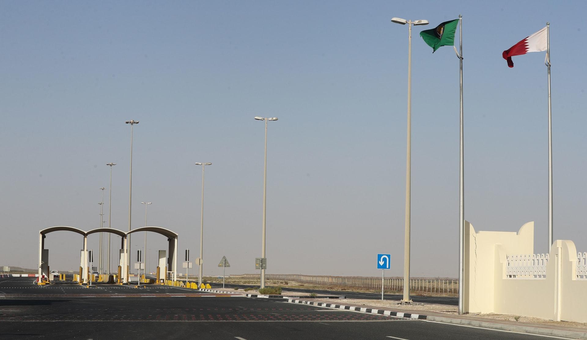 رئيس الوزراء القطري يستقبل سفير السعودية لدى بلاده