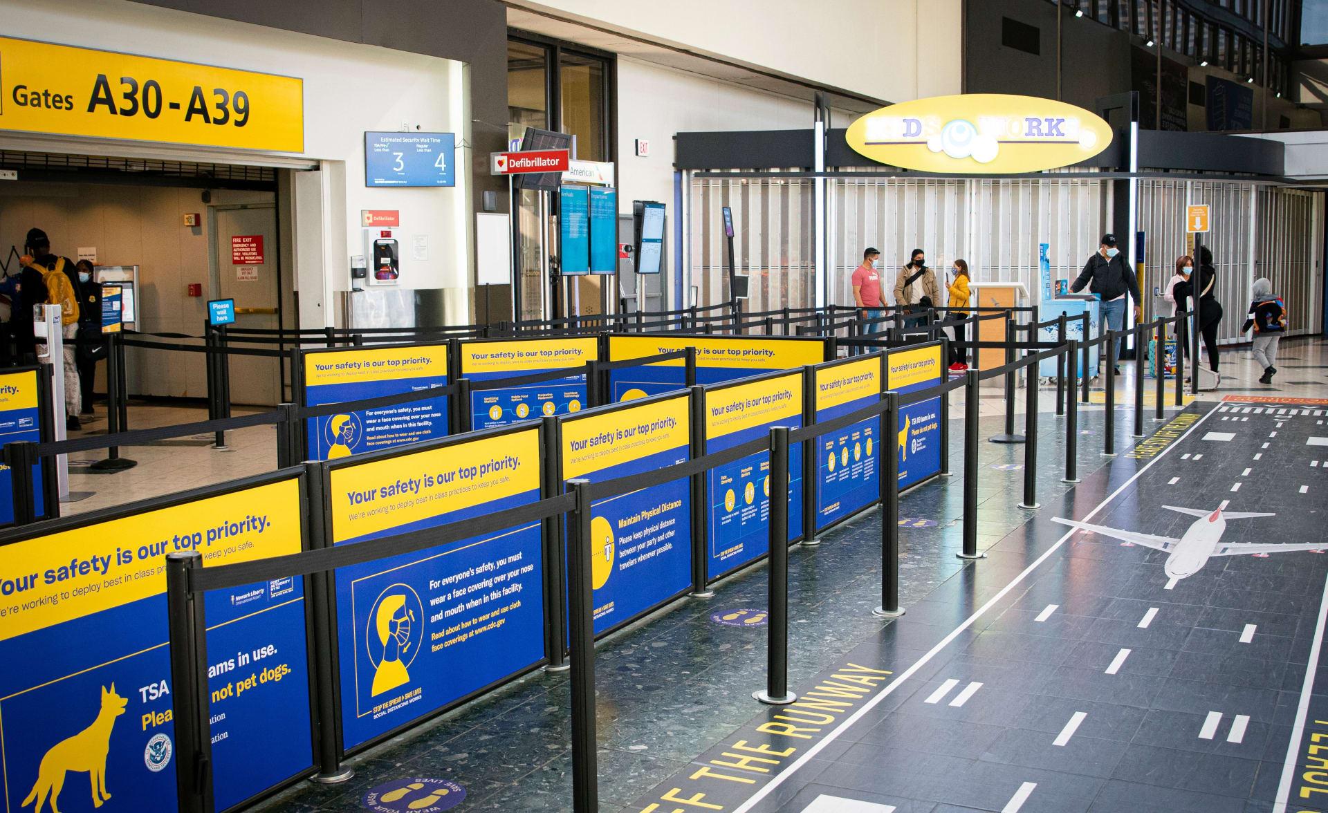 صورة أرشيفية من مطار نيوارك