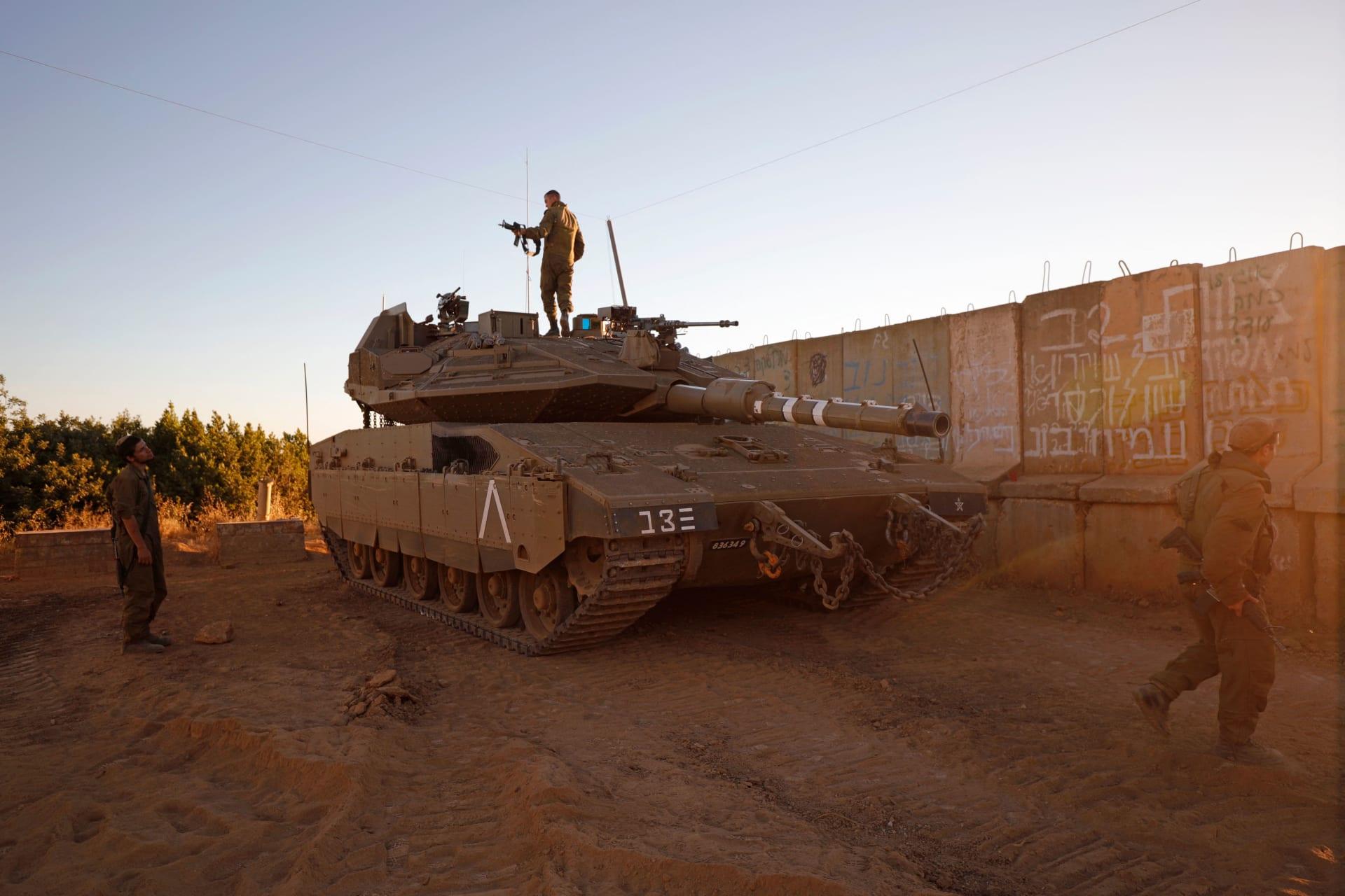 تمركز جنود إسرائيليون بالقرب من مستوطنة شتولا شمال إسرائيل على طول الحدود مع لبنان، في 19 مايو 2021.