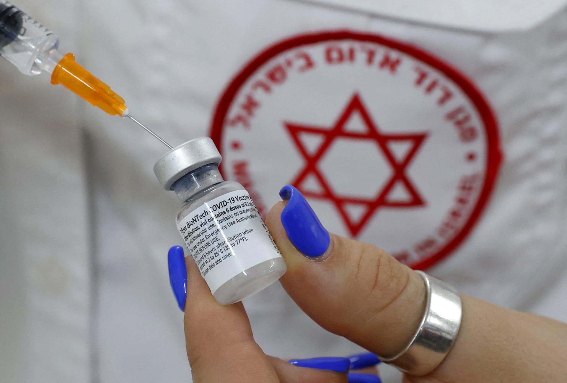 """إسرائيل تعلن تقديم جرعة ثالثة من لقاح فايزر """"فورا"""" لهذه الفئة"""