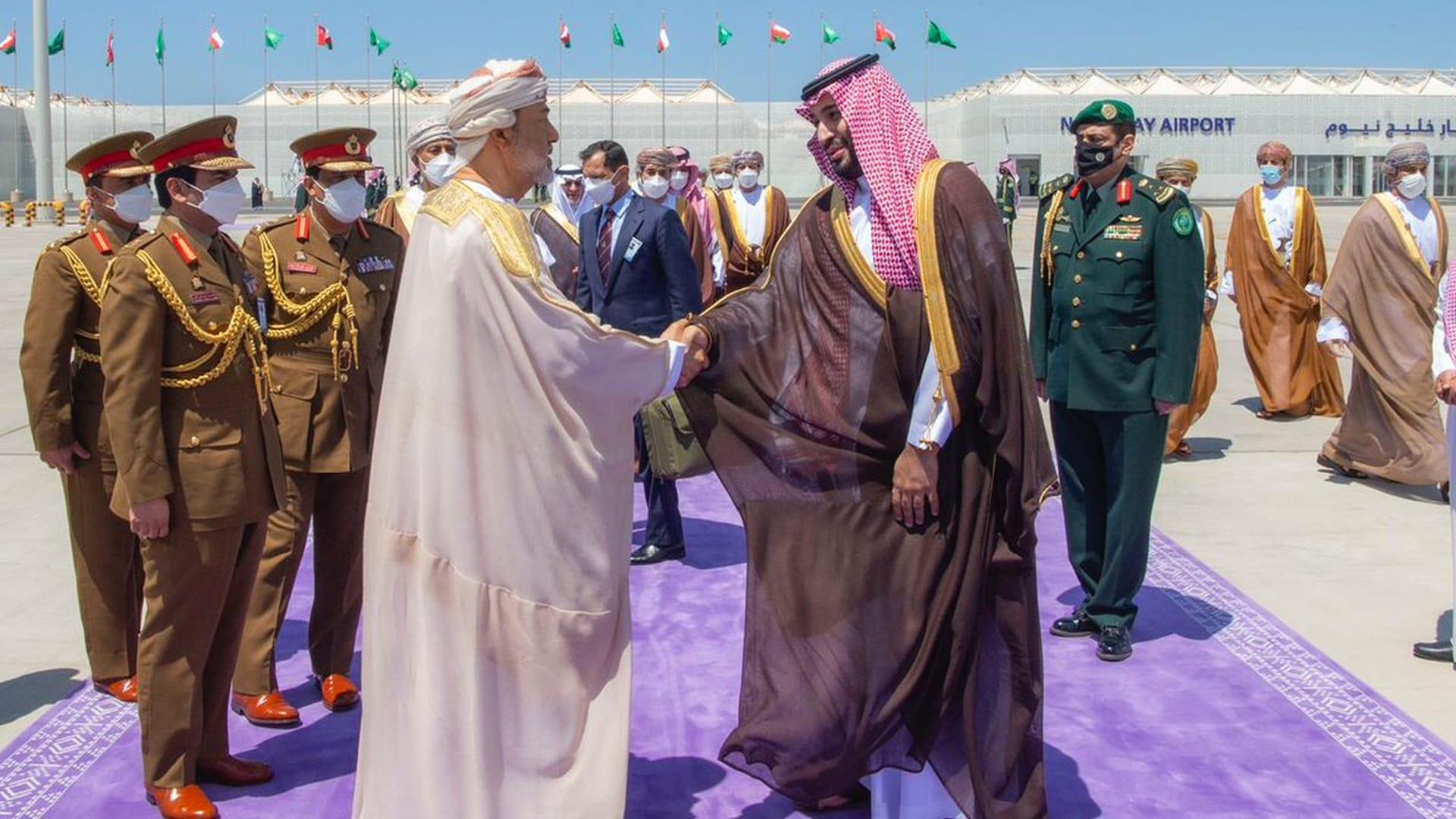 """أكاديمي سعودي عن التقارب بين المملكة وعُمان وتأثيره على التحالف مع الإمارات: """"لا تدعوا للمرجفين فرجة"""""""