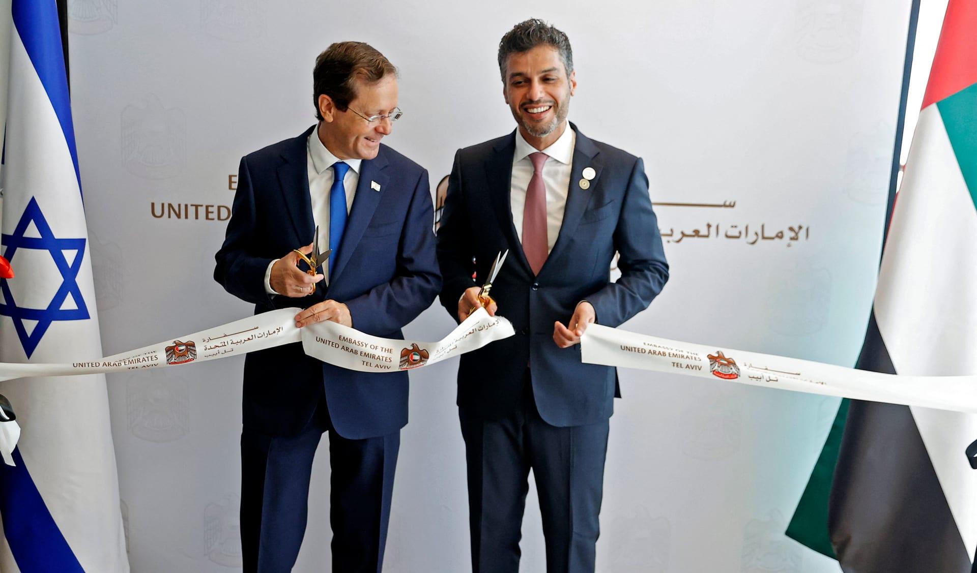 الإمارات تفتتح سفارتها في تل أبيب رسميًا.. وإسرائيل: مسمار آخر في نعش إيران