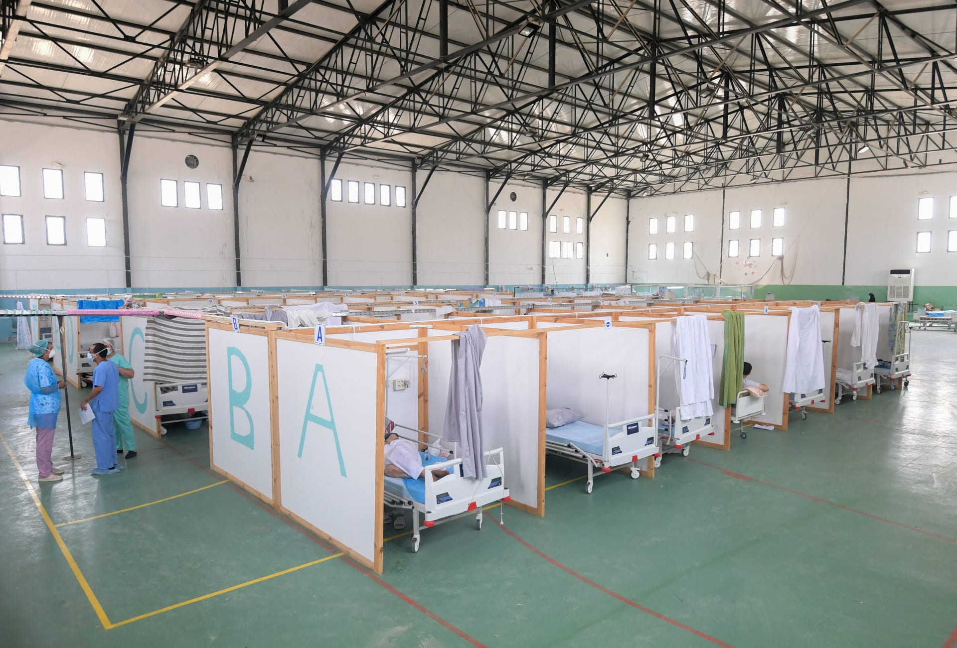 تونس - صالة ألعاب رياضية تم تحويلها للتعامل مع زيادة في الإصابات الجديدة بفيروس كورونا الجديد في مدينة القيروان شرق وسط البلاد في 4 يوليو 2021