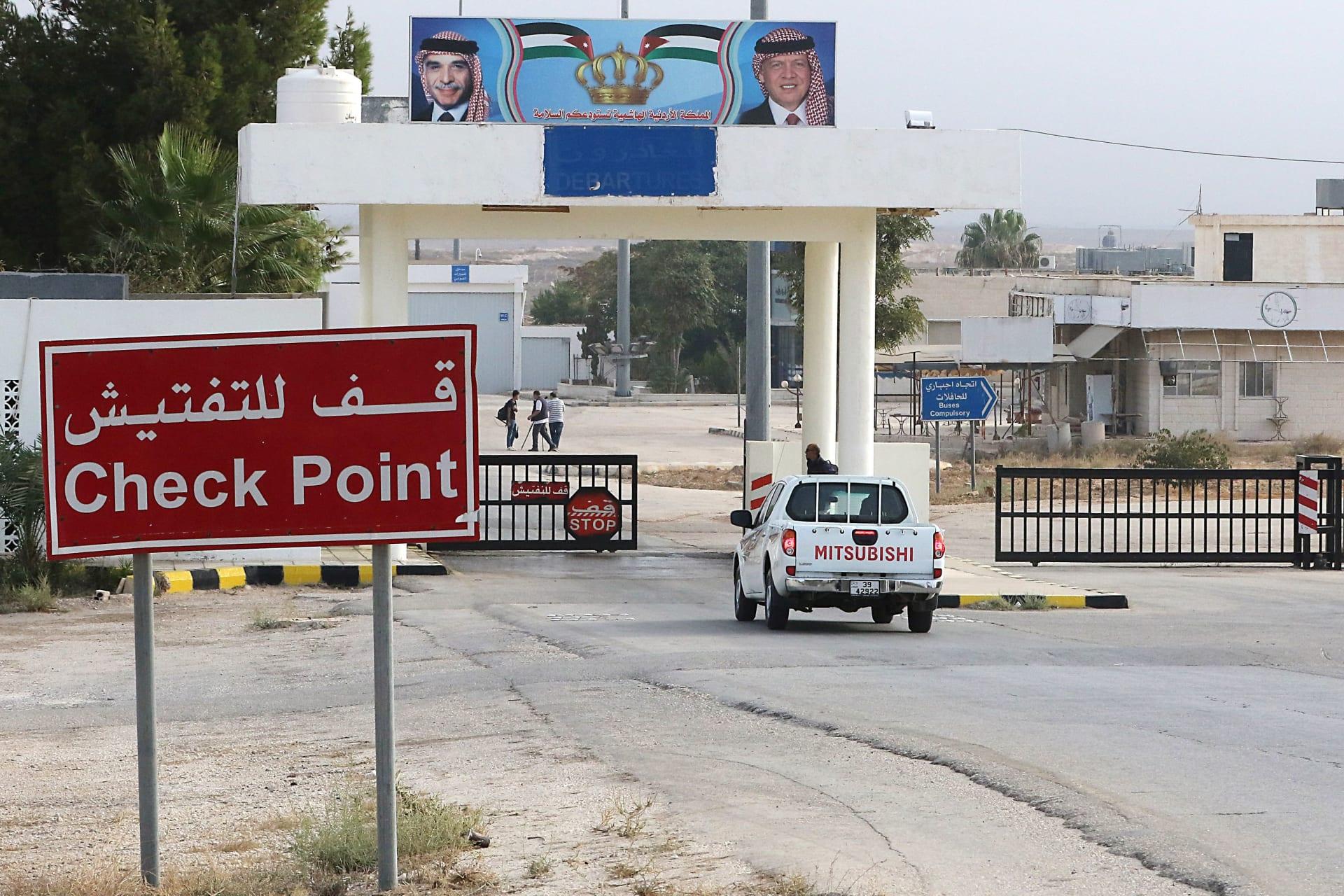 معبر جابر الحدودي بين الأردن وسوريا (معبر نصيب في الجانب السوري) يوم إعادة فتحه في 15 تشرين الأول 2018 في محافظة المفرق الأردنية.