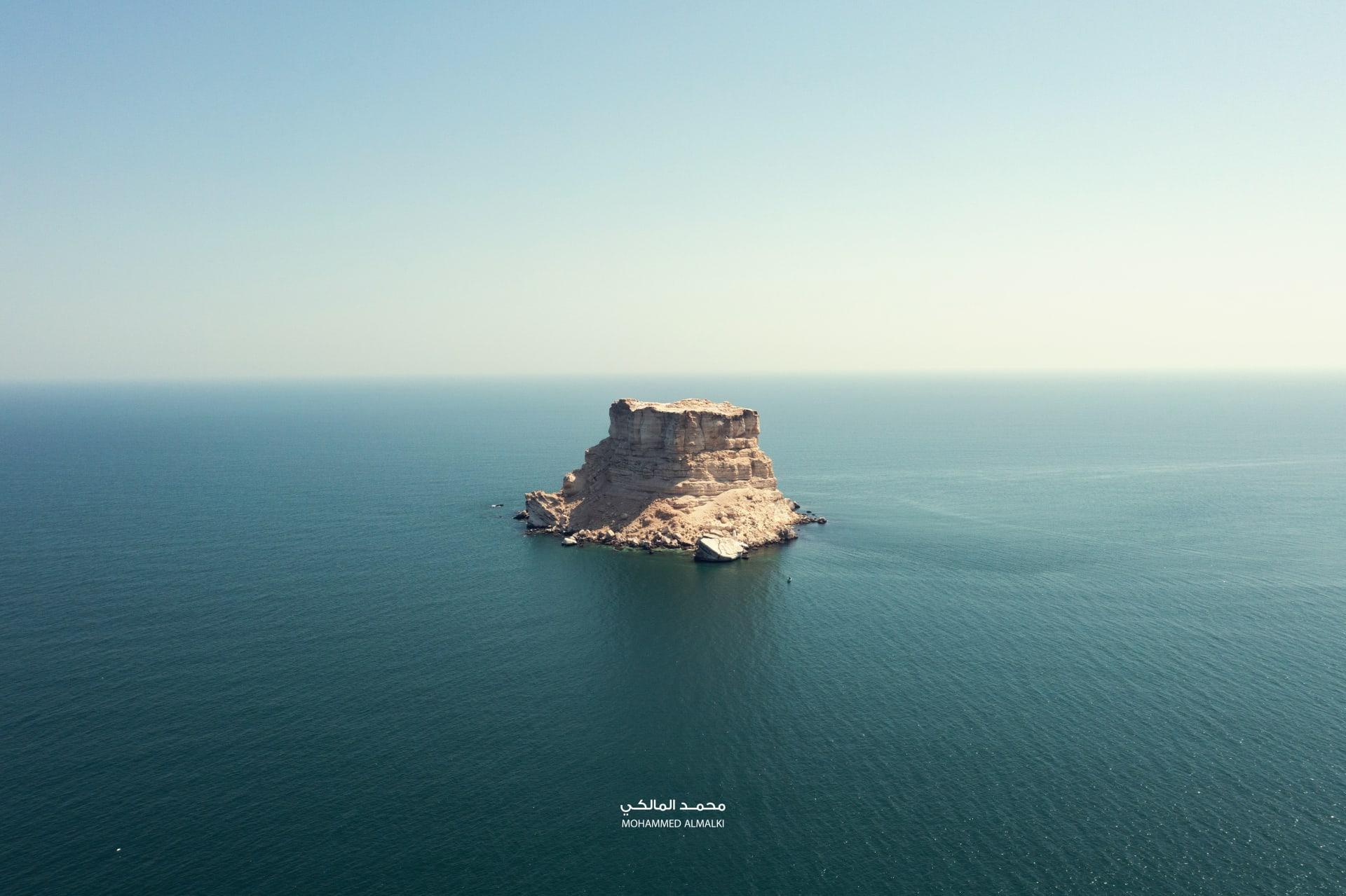 صخرة حمر في سلطنة عمان