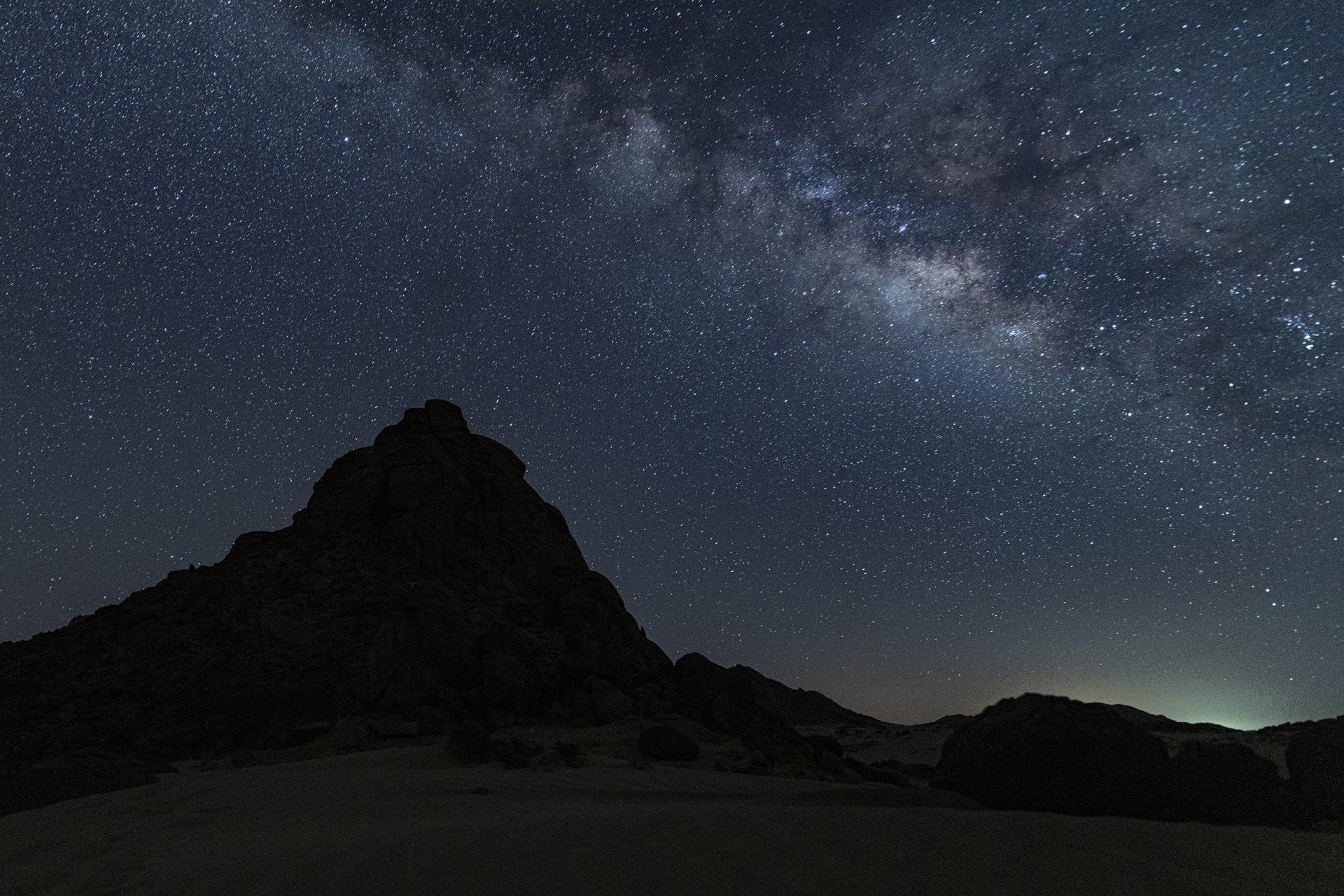 """""""لوحة ربانية جميلة"""".. هذا ما وثقه مصور في جبل رال باالسعودية"""