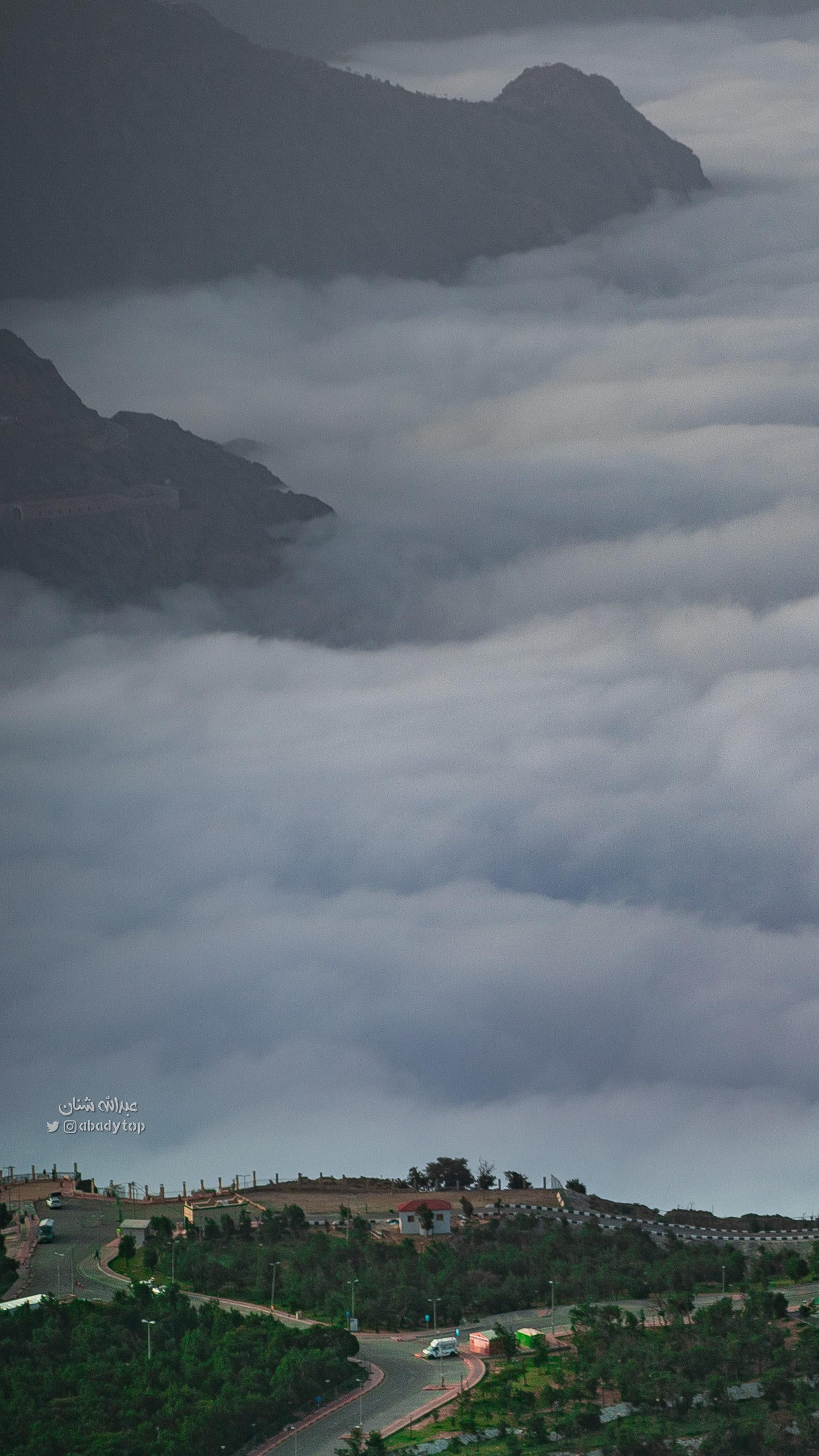ظاهرة تسحر الكثيرين بالسعودية.. ما السبب وراء السحب المنخفضة؟