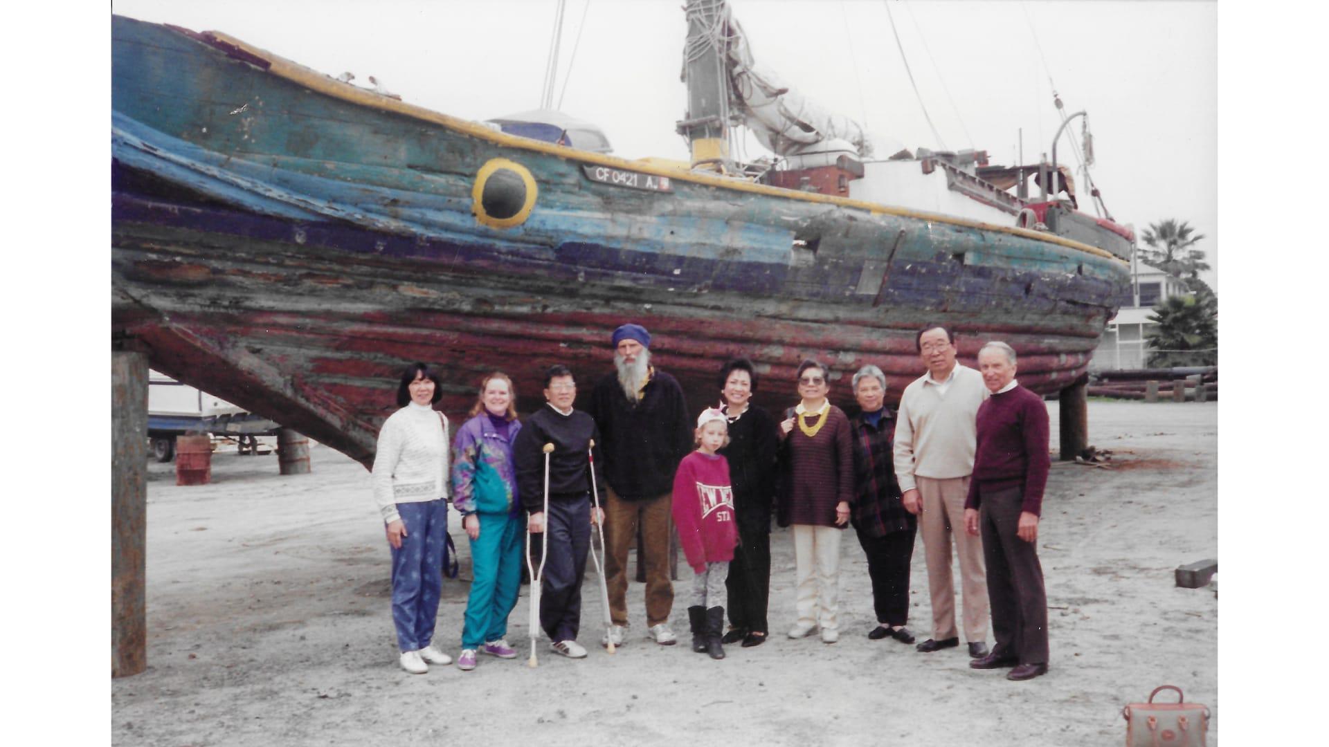 رحلة العمر.. عبر 5 صيادين ودبلوماسي ودجاجتين المحيط الهادئ في قارب خردة صيني قبل 60 عاما
